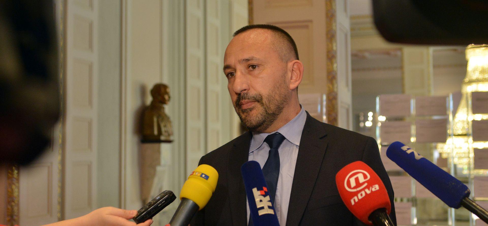 Zekanović traži točnu procjenu broja prosvjednika