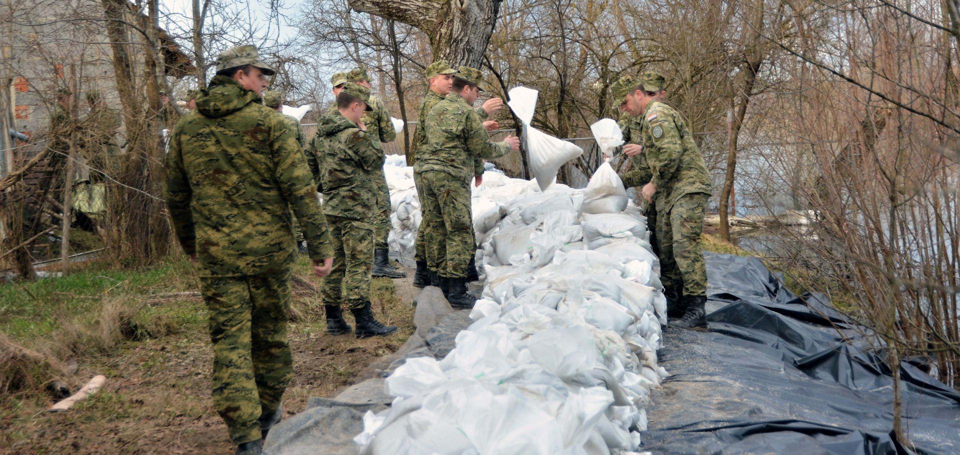Hrvatska vojska peti dan pomaže u obrani od poplava
