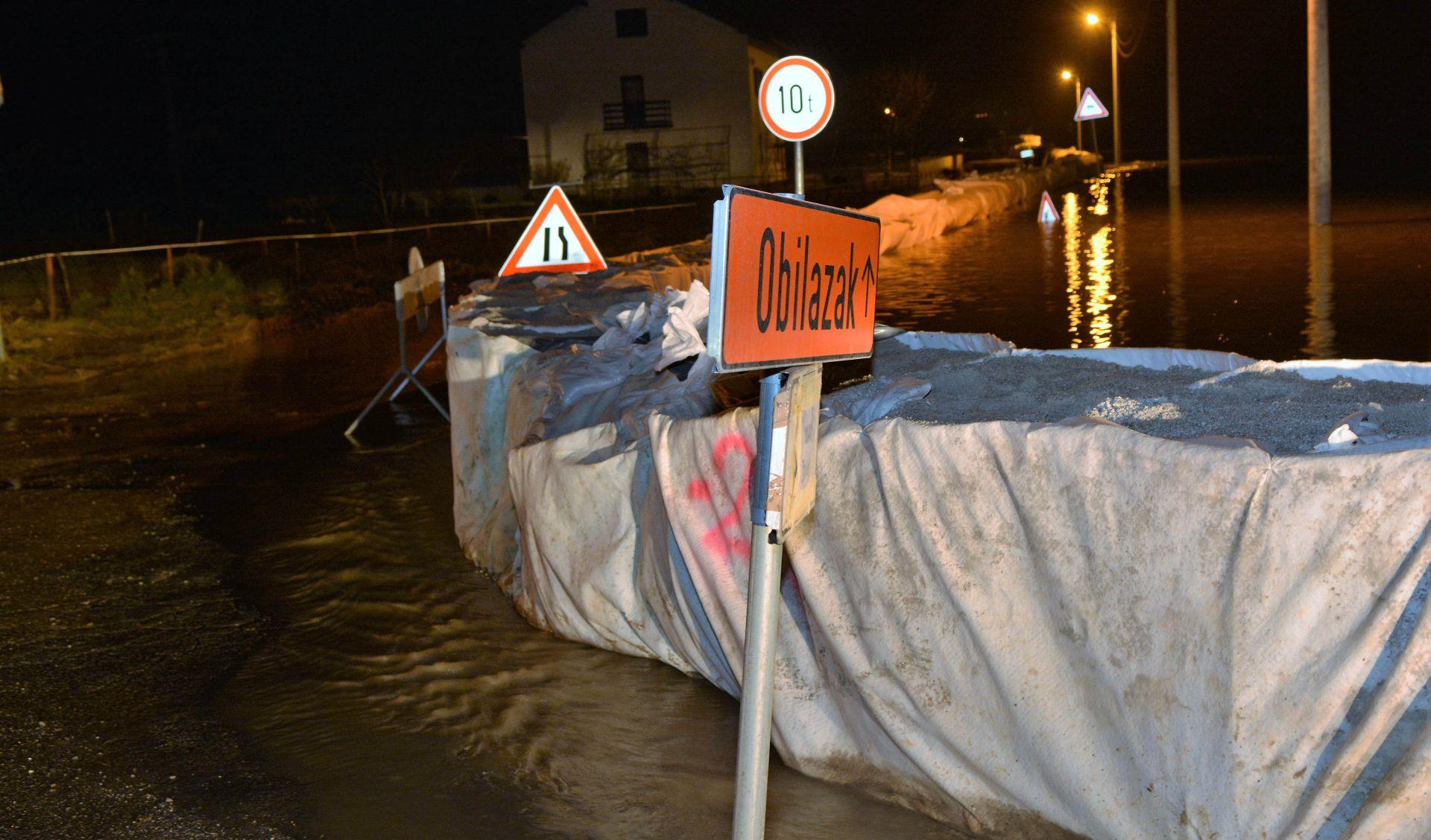 Vodostaji rijeka i dalje rastu, za neka područja proglašeno izvanredno stanje