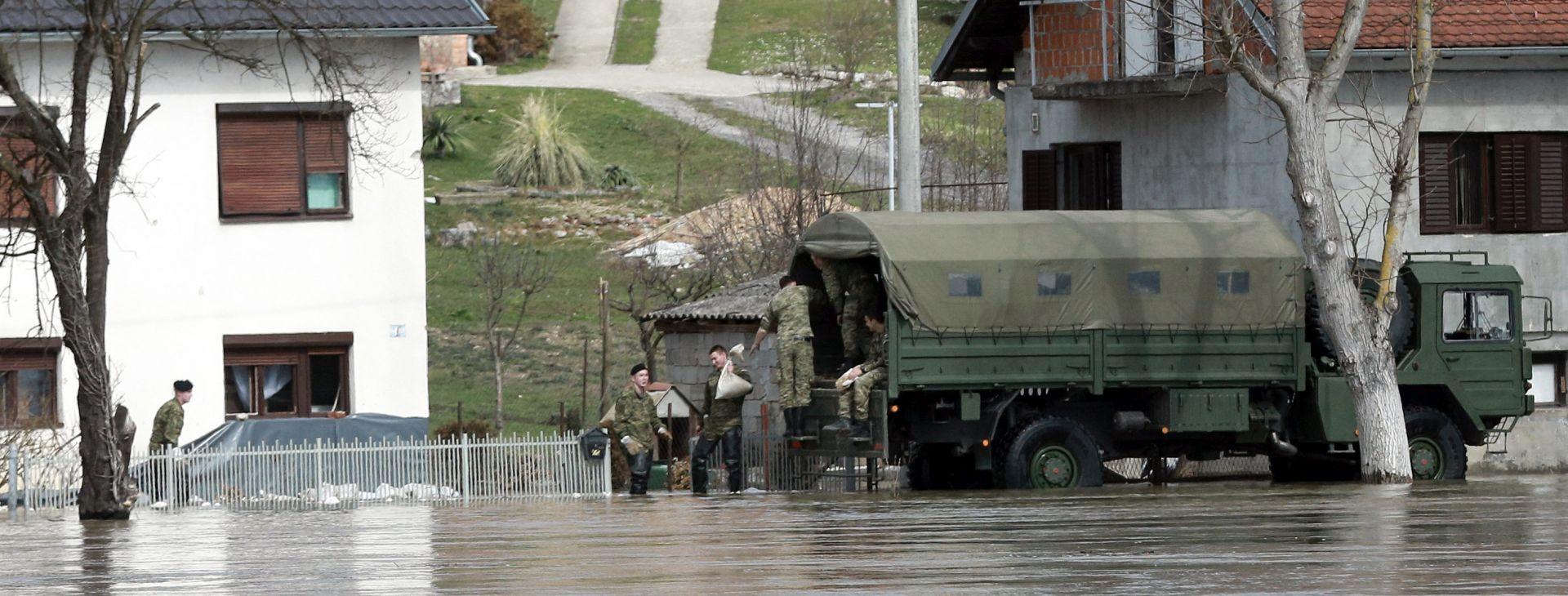 Crveni križ i vojska pomažu odsječenom stanovništvu, otvoren žiro račun