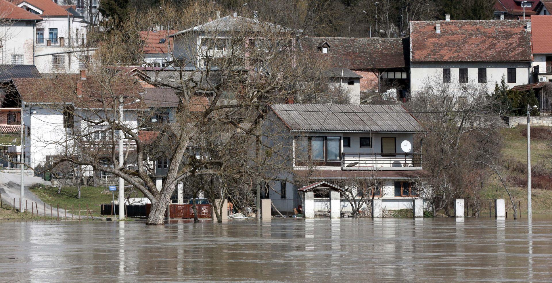 Klizište u Hrvatskoj Kostajnici i dalje aktivno, evakuirano 23 ljudi