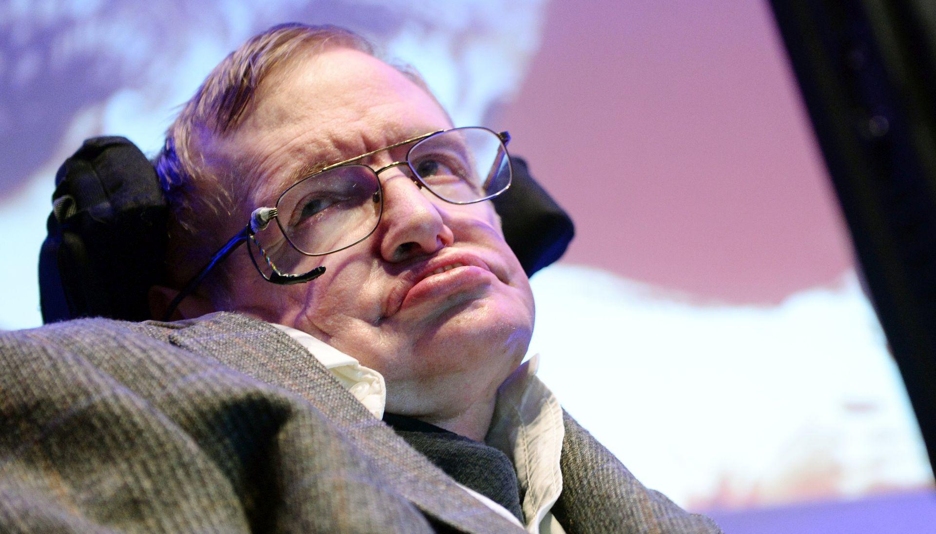 Stotine ljudi oprostile se od Stephena Hawkinga