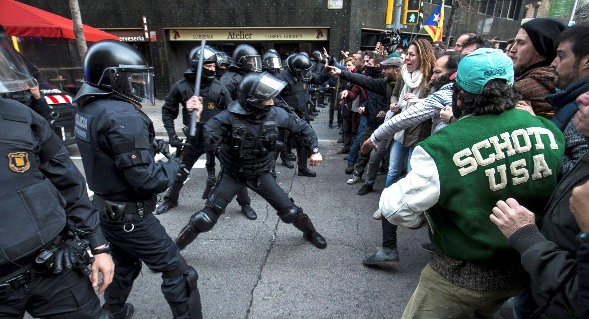 Stotinjak ozlijeđenih u prosvjedima u Barceloni