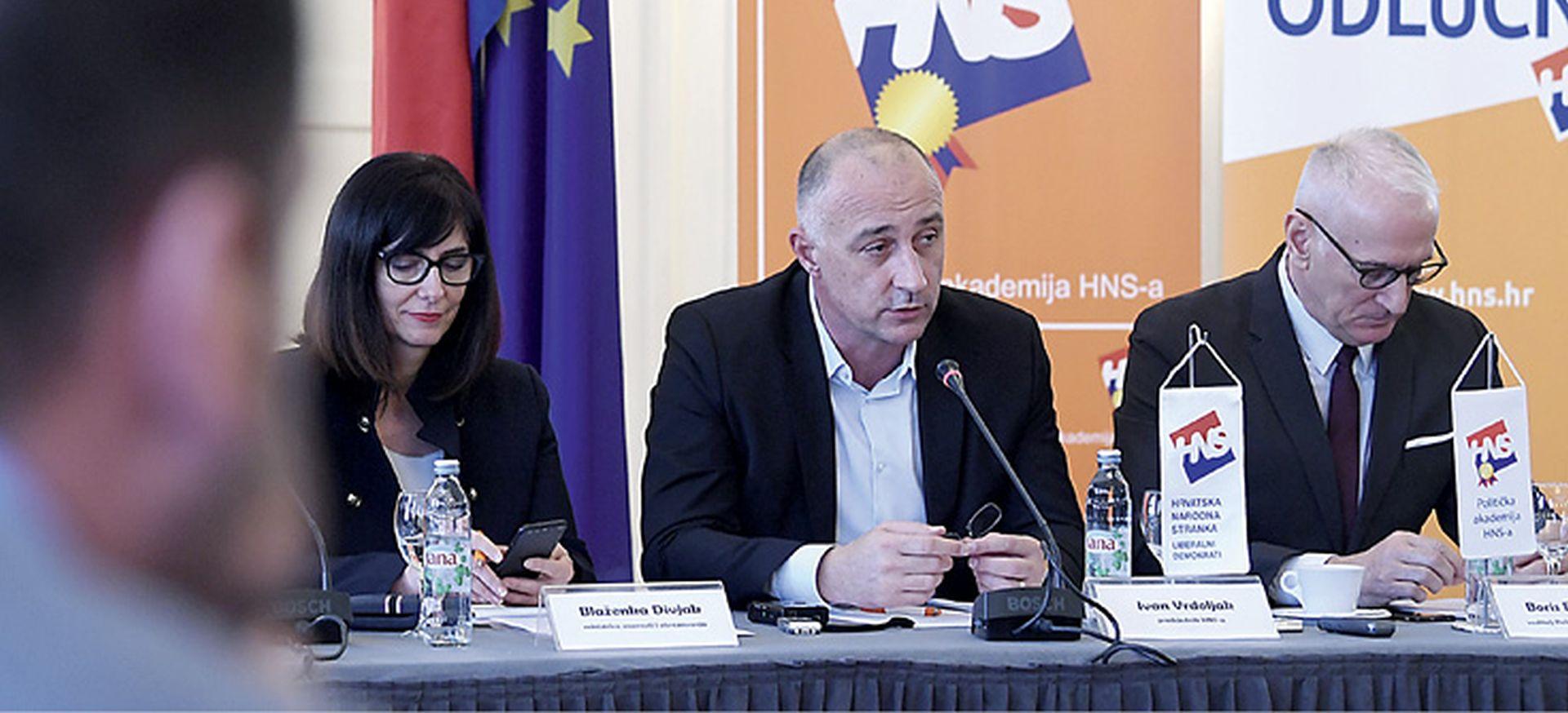 Dekan vukovarskog veleučilišta kazneno prijavio Divjak i Vrdoljaka