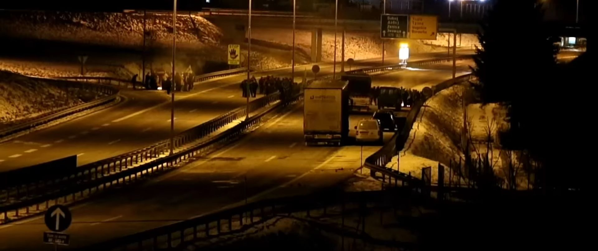 Specijalci odblokirali promet u Sarajevu i Zenici, prosvjednici se povukli