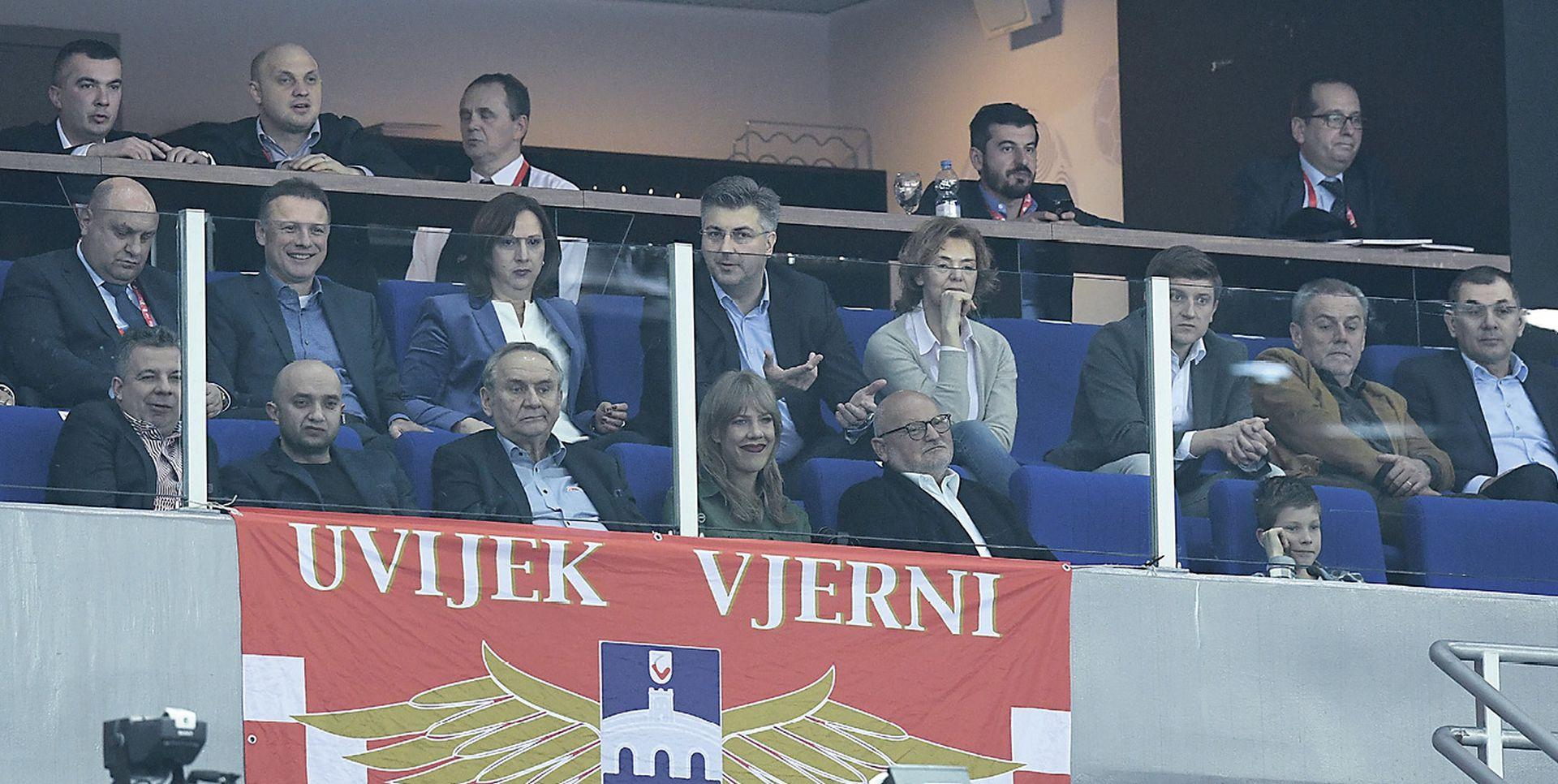 FELJTON Kako je HDZ prisvojio i politizirao hrvatski nogomet