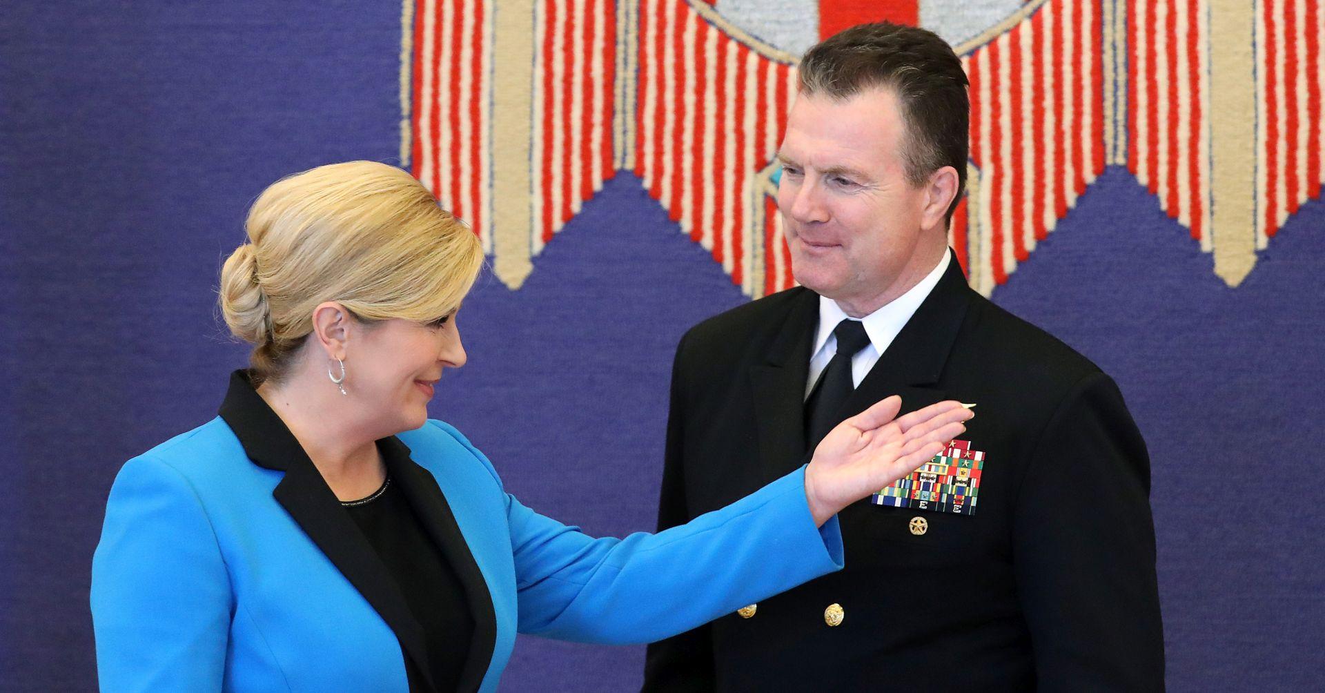 Grabar-Kitarović razgovarala o sigurnosnim pitanjima s NATO-vim viceadmiralom