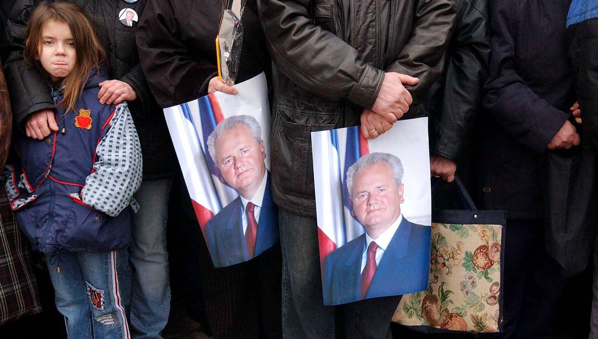 Spomenik Miloševiću dijeli Srbiju godinama od njegove smrti