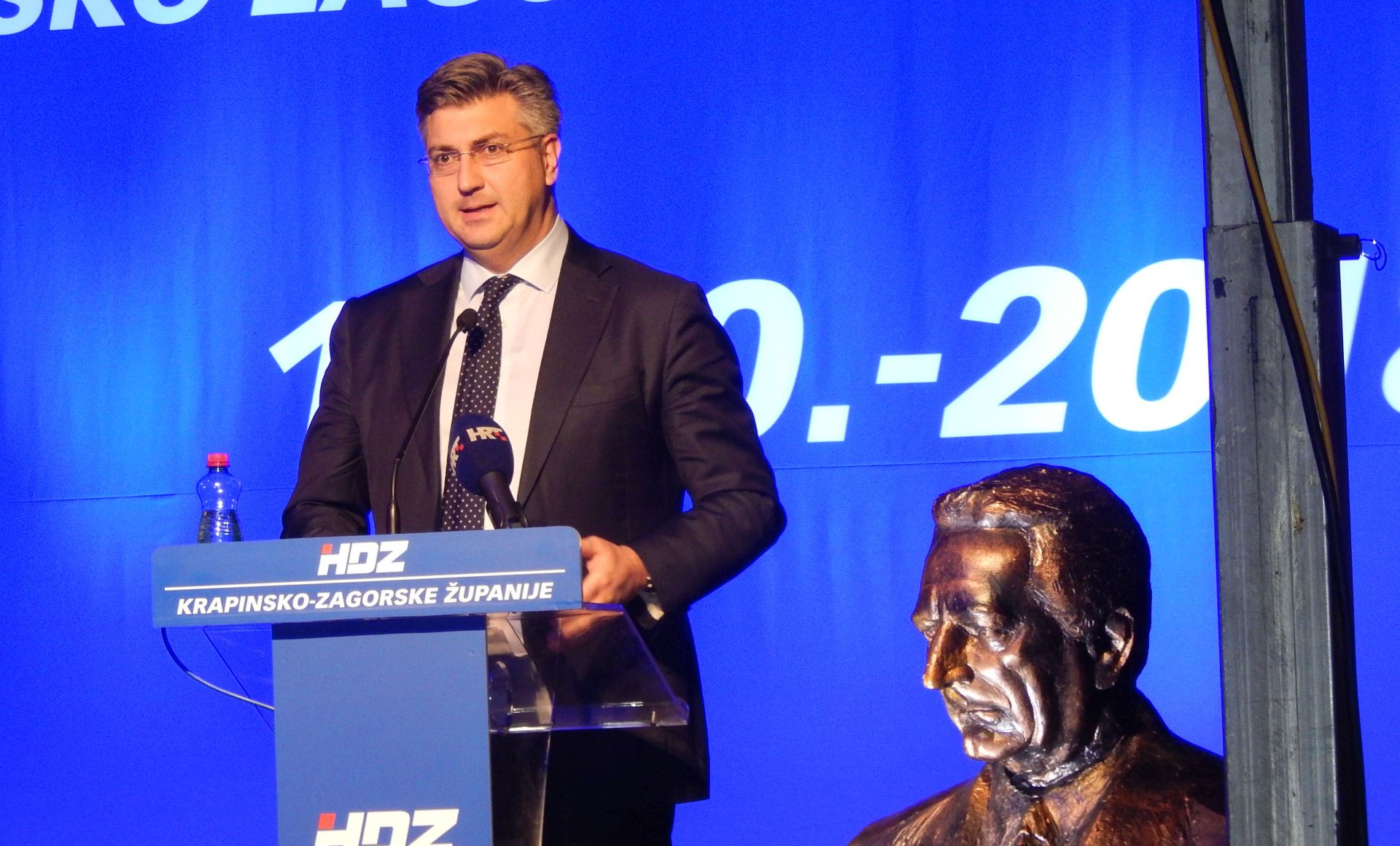 HDZ raste, SDP pada