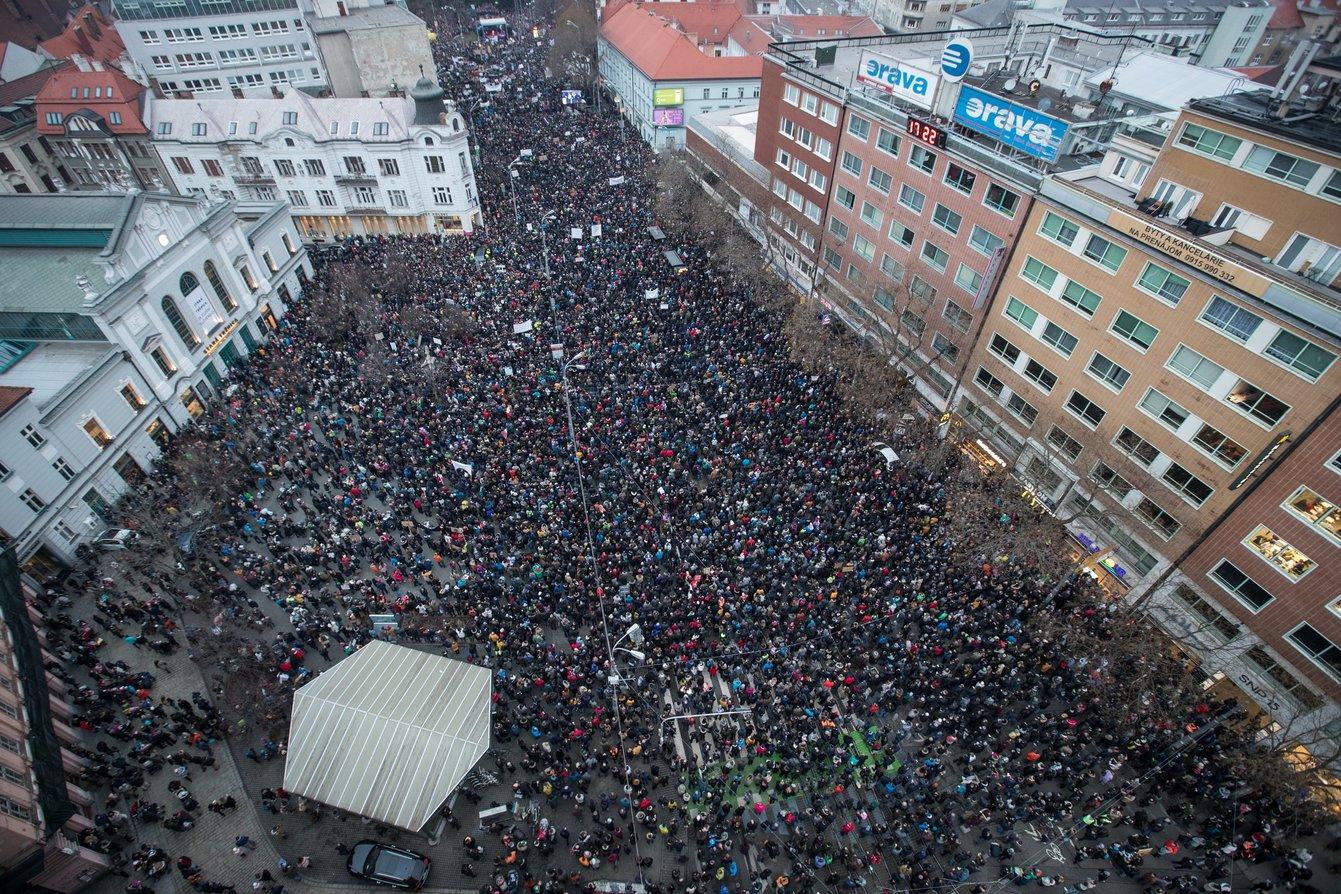 Više tisuća Slovaka prosvjeduje protiv korupcije