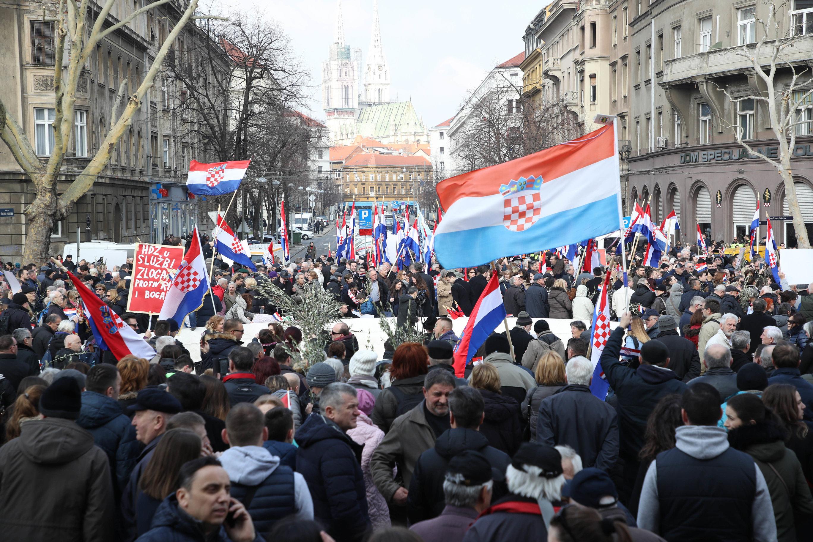 ZAGREB Prosvjed protiv ratifikacije Istanbulske konvencije, prosvjednici traže Plenkovićevu ostavku