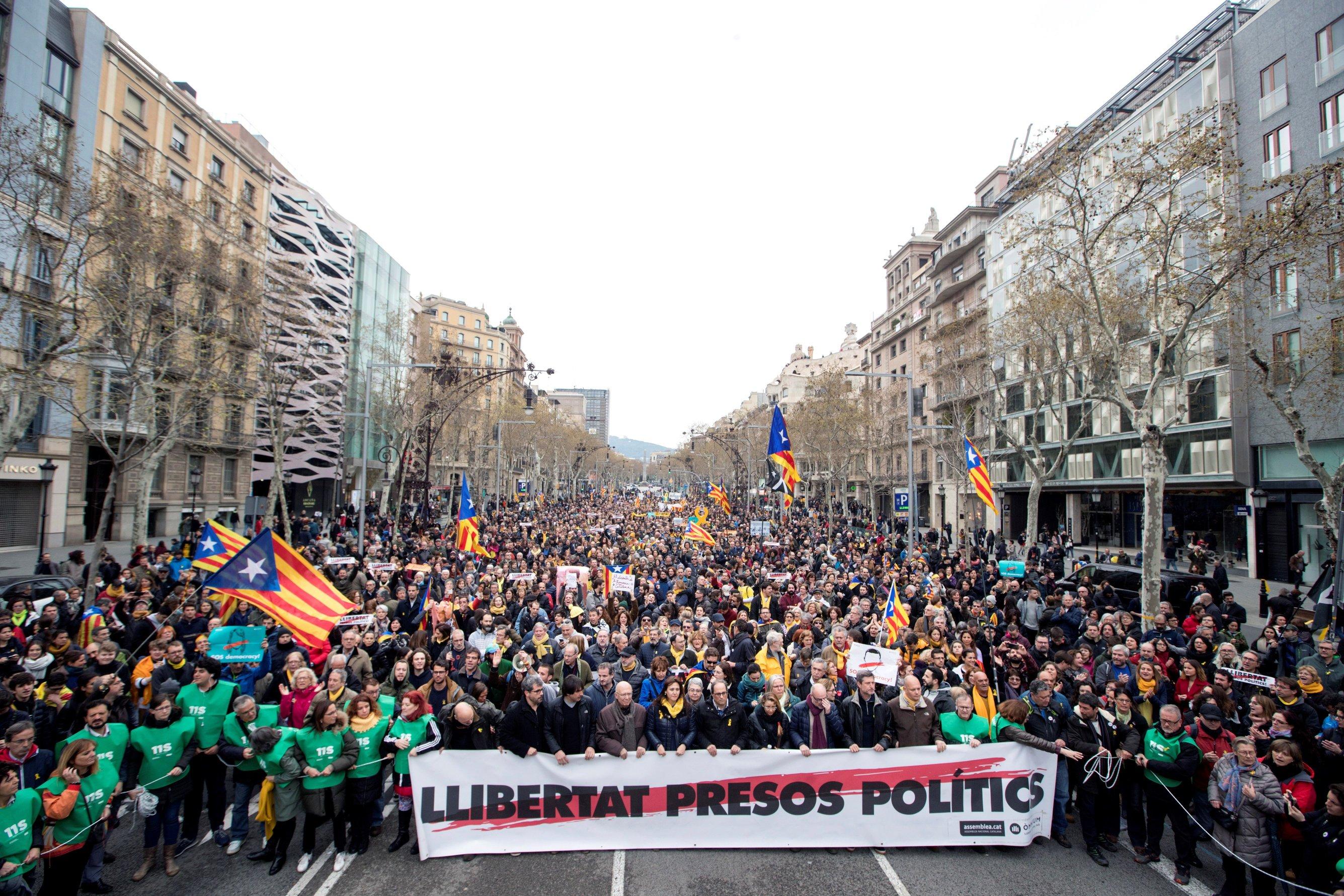 BARCELONA Neredi na ulicama, prosvjednici se sukobili s policijom
