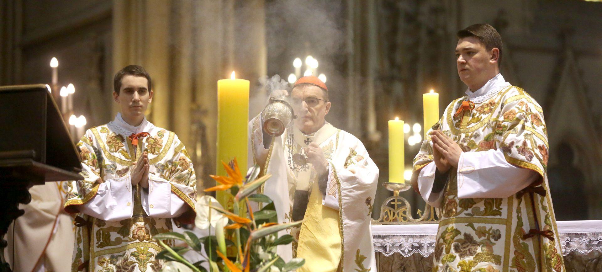 Bozanić pozvao na molitvu za Domovinu i obitelj