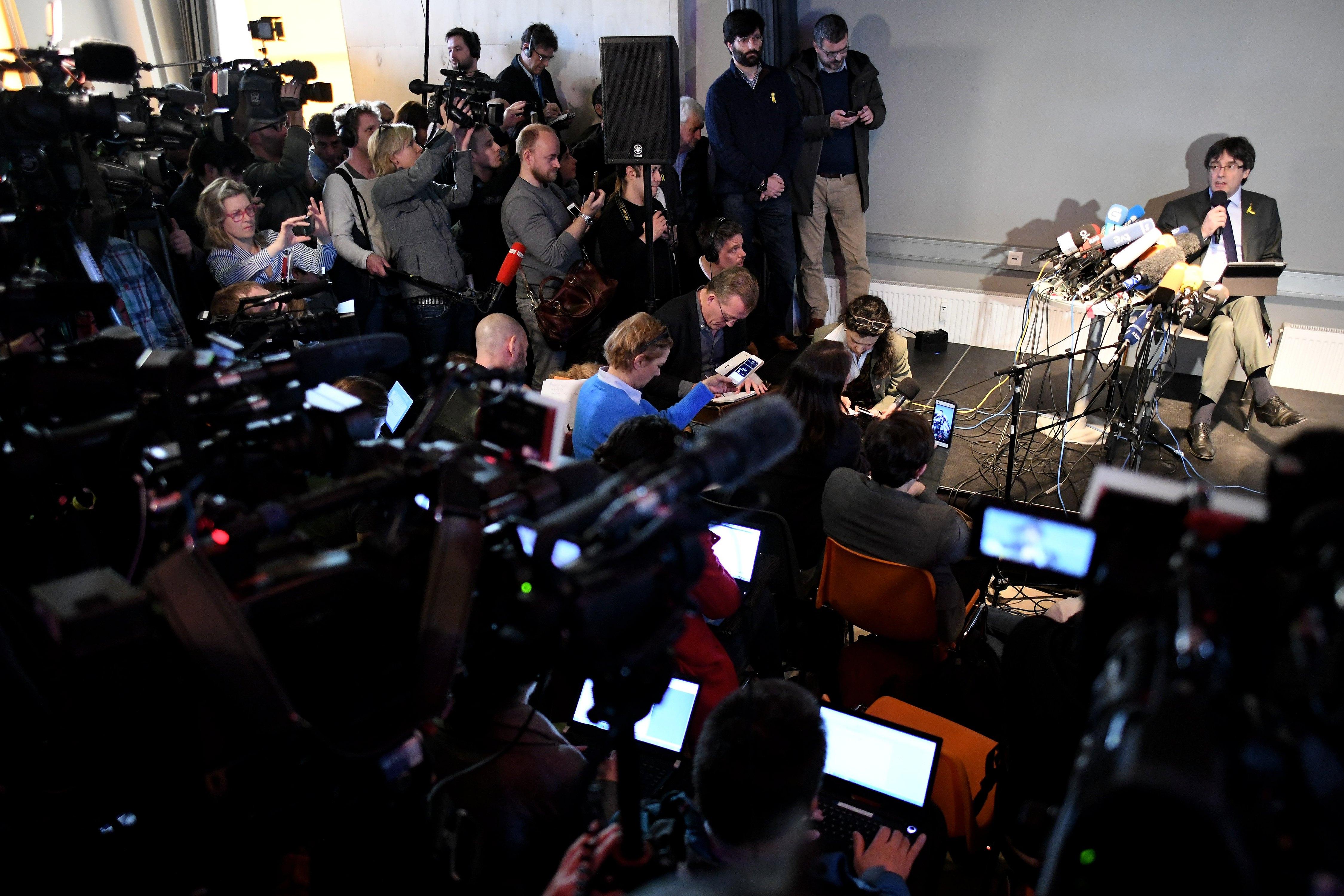 """Puigdemont pozvao na """"poštivanje demokracije"""", nada se vratiti u Belgiju"""