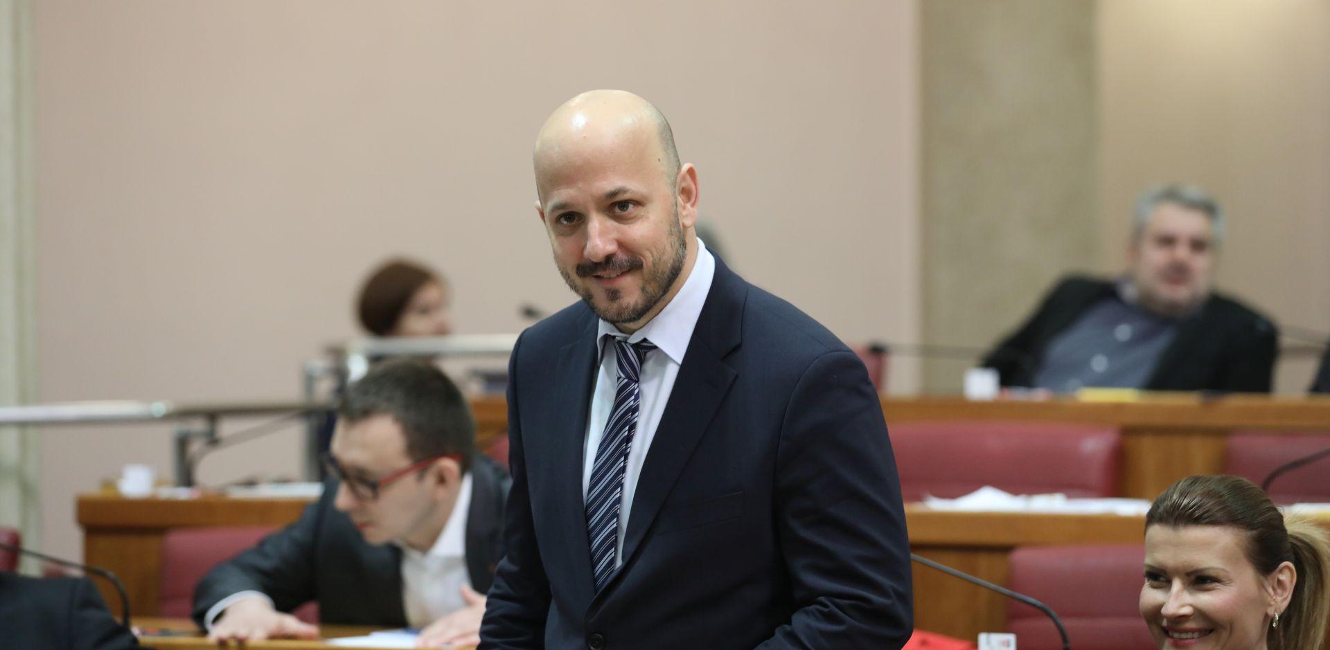 """""""Ručice Pupovca su uvijek tamo gdje trebaju biti, uz vlast"""""""