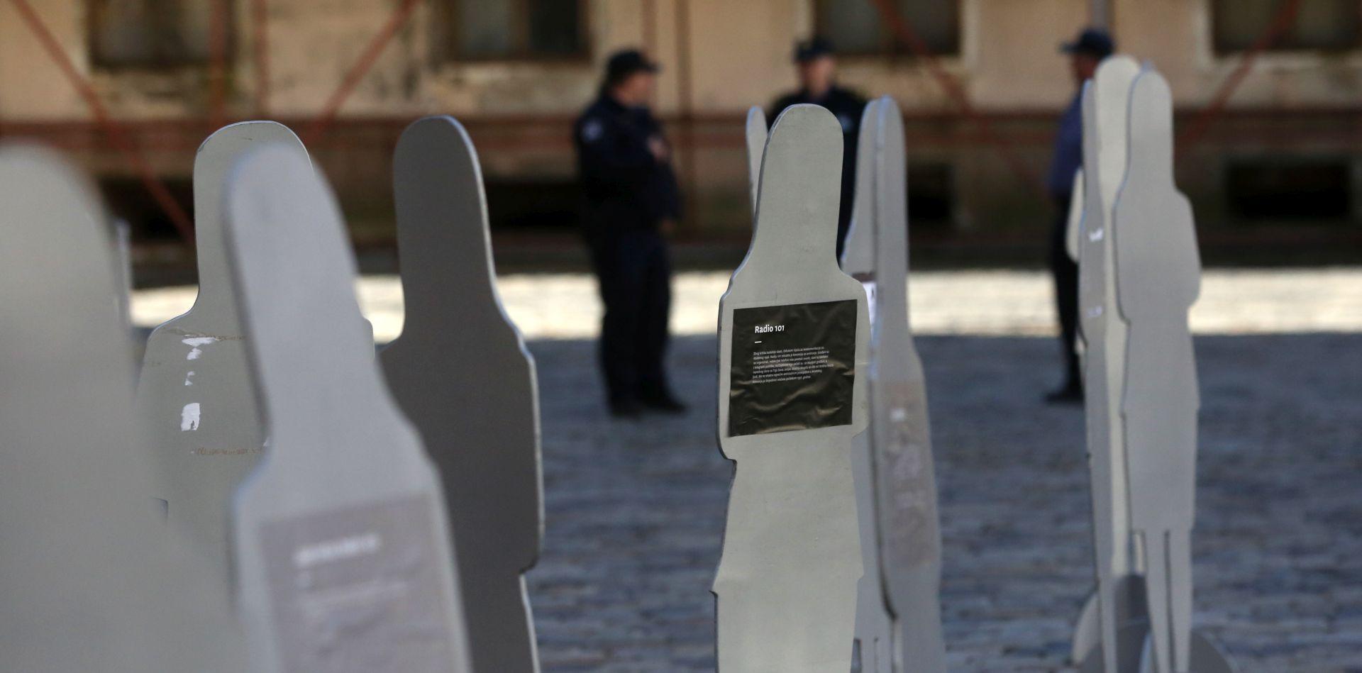 Pred Saborom postavljene siluete ubijenih žena