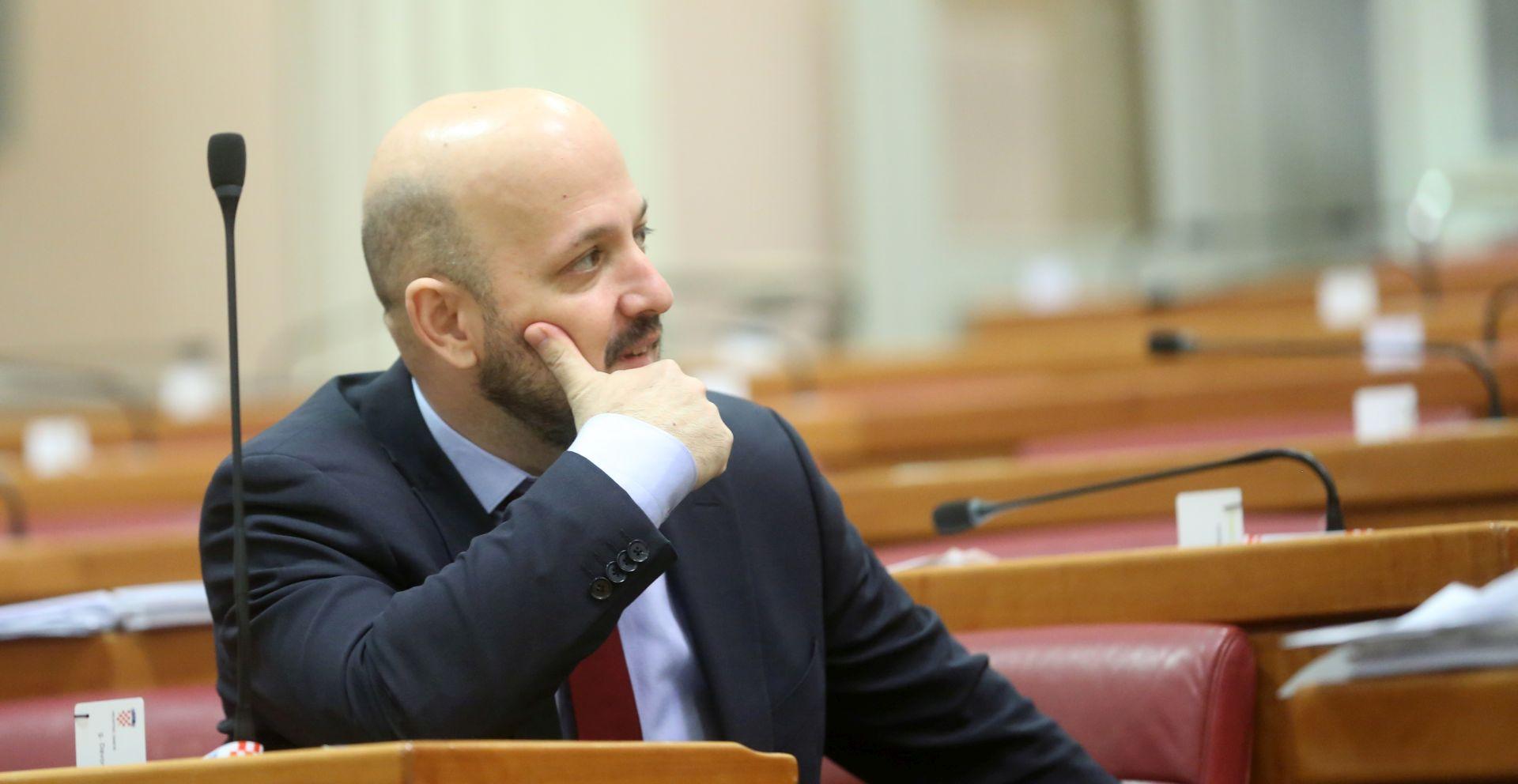 'Za vrijeme Tuđmana su po Pupovca slali helikopter da glasa'