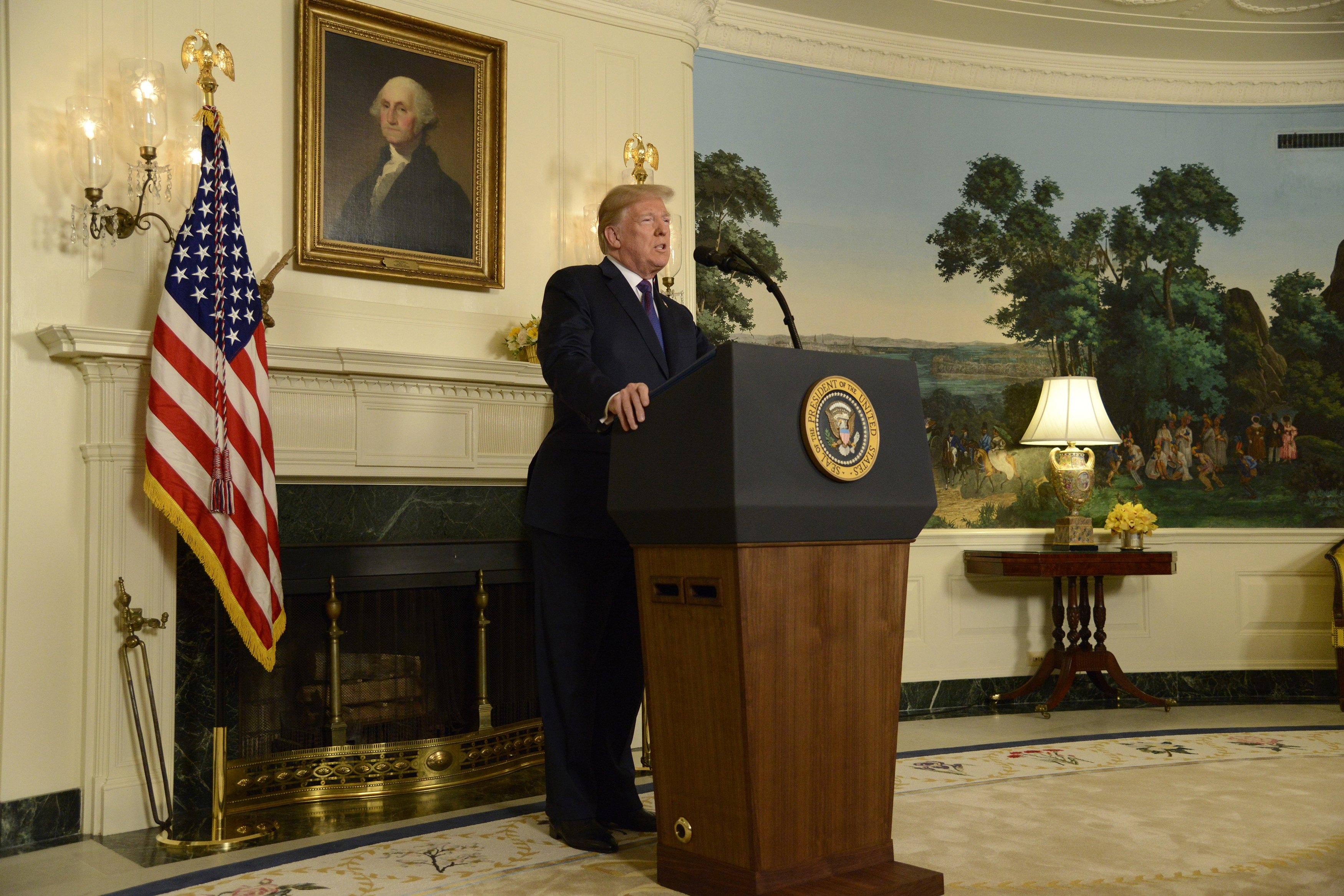 """Trump se pohvalio """"savršenim napadom u Siriji"""""""