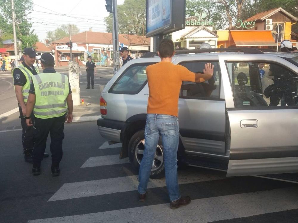 ZVEZDA – PARTIZAN Hrvat probio kordon beogradske policije
