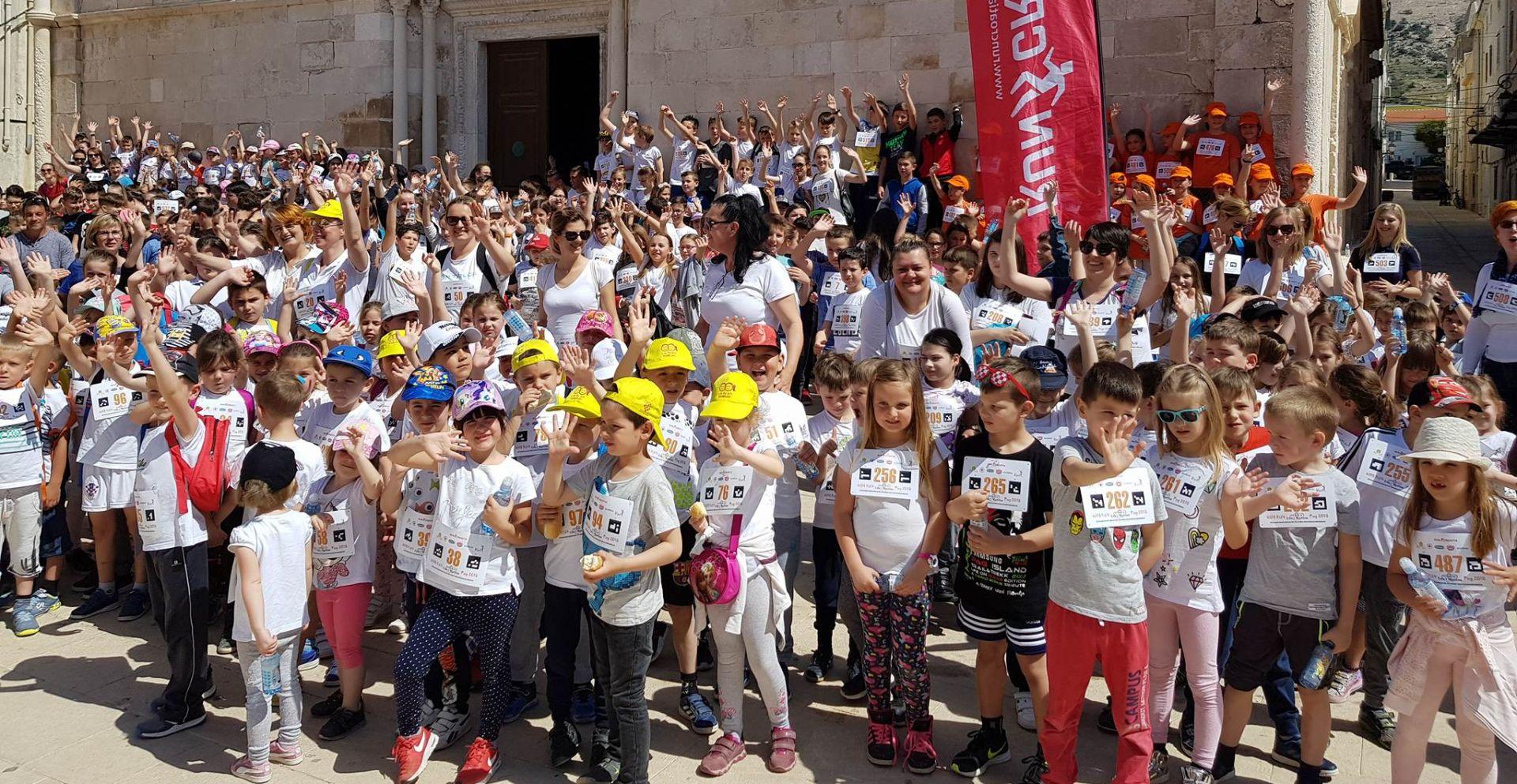 PAG Stotine djece trčalo za pomoć bolesnim djevojčicama
