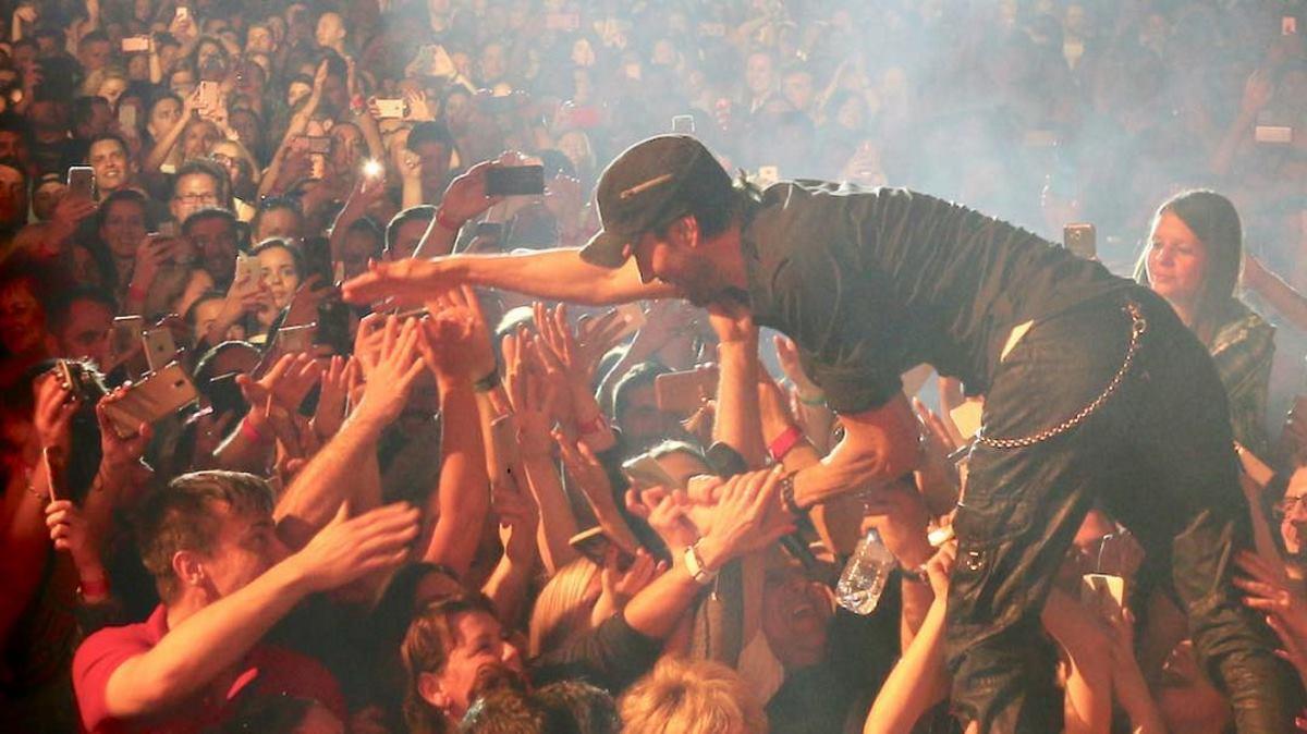 VIDEO: Enrique Iglesias odrađuje razne koncertne nastupe