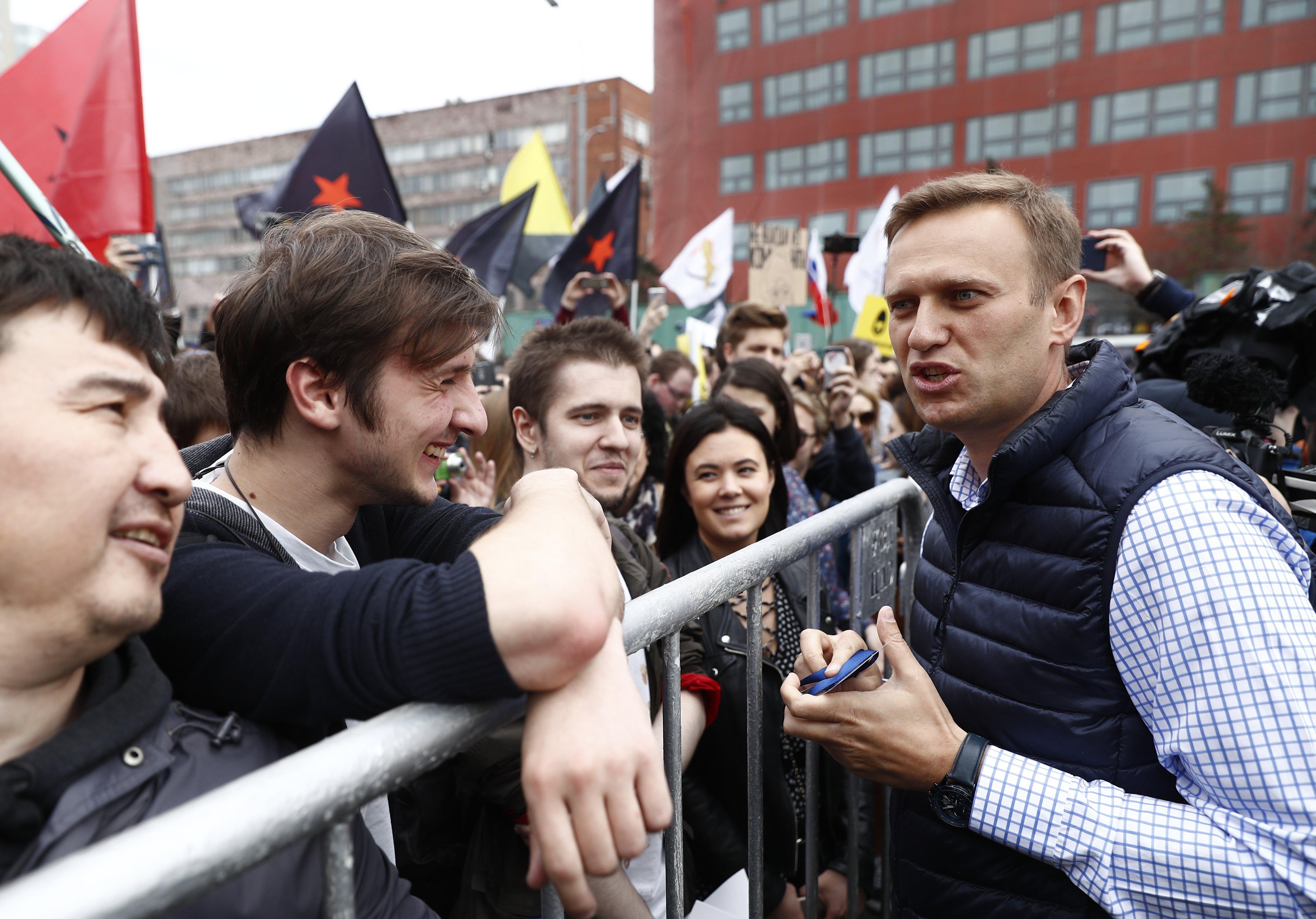 Ruski oporbeni čelnik Navaljni priveden na prosvjedima protiv Putina