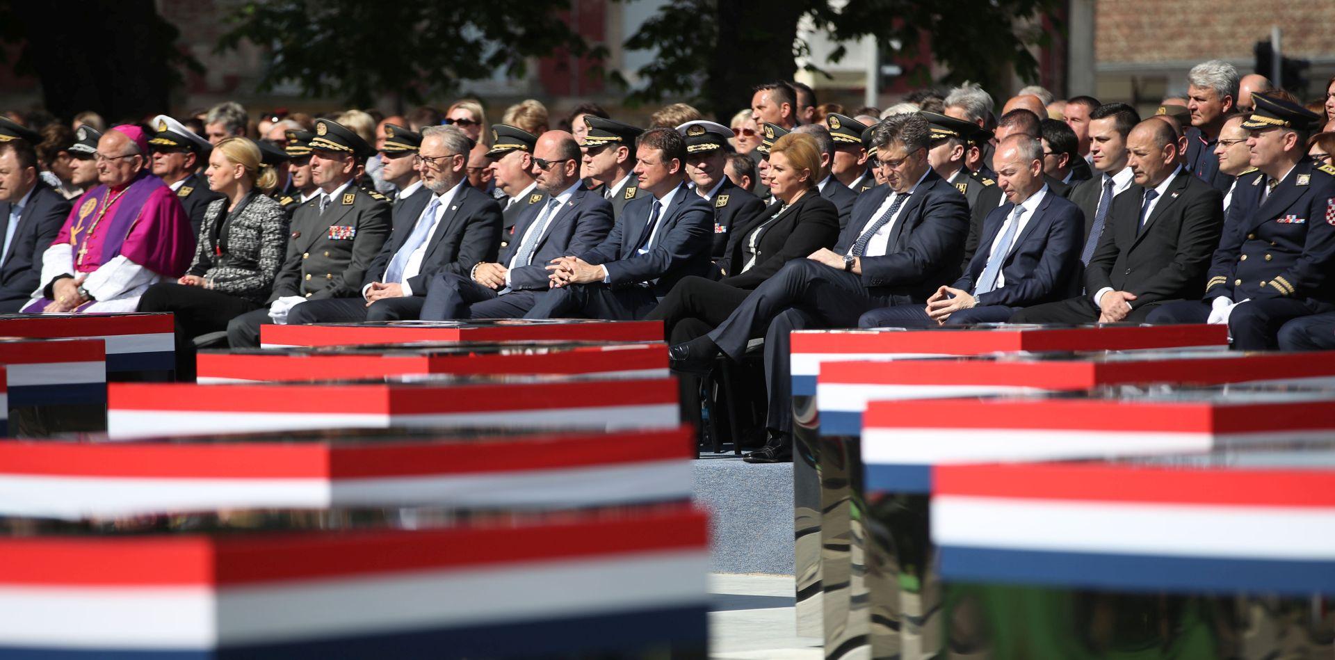 """Otkriveno spomen-obilježje braniteljima poginulima u """"Bljesku"""""""
