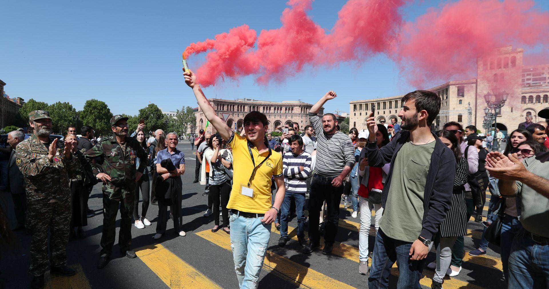 Prosvjednici u Armeniji blokirali ceste nakon poziva na građanski neposluh