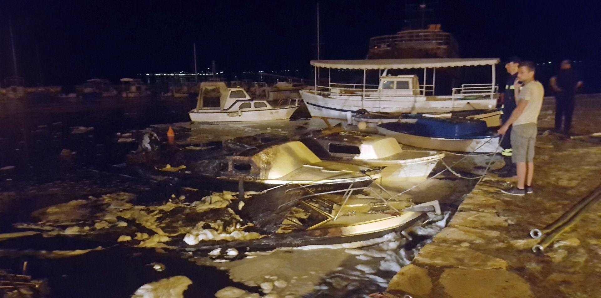 Tehnički kvar uzrok požara na brodicama u Sv. Filipu i Jakovu