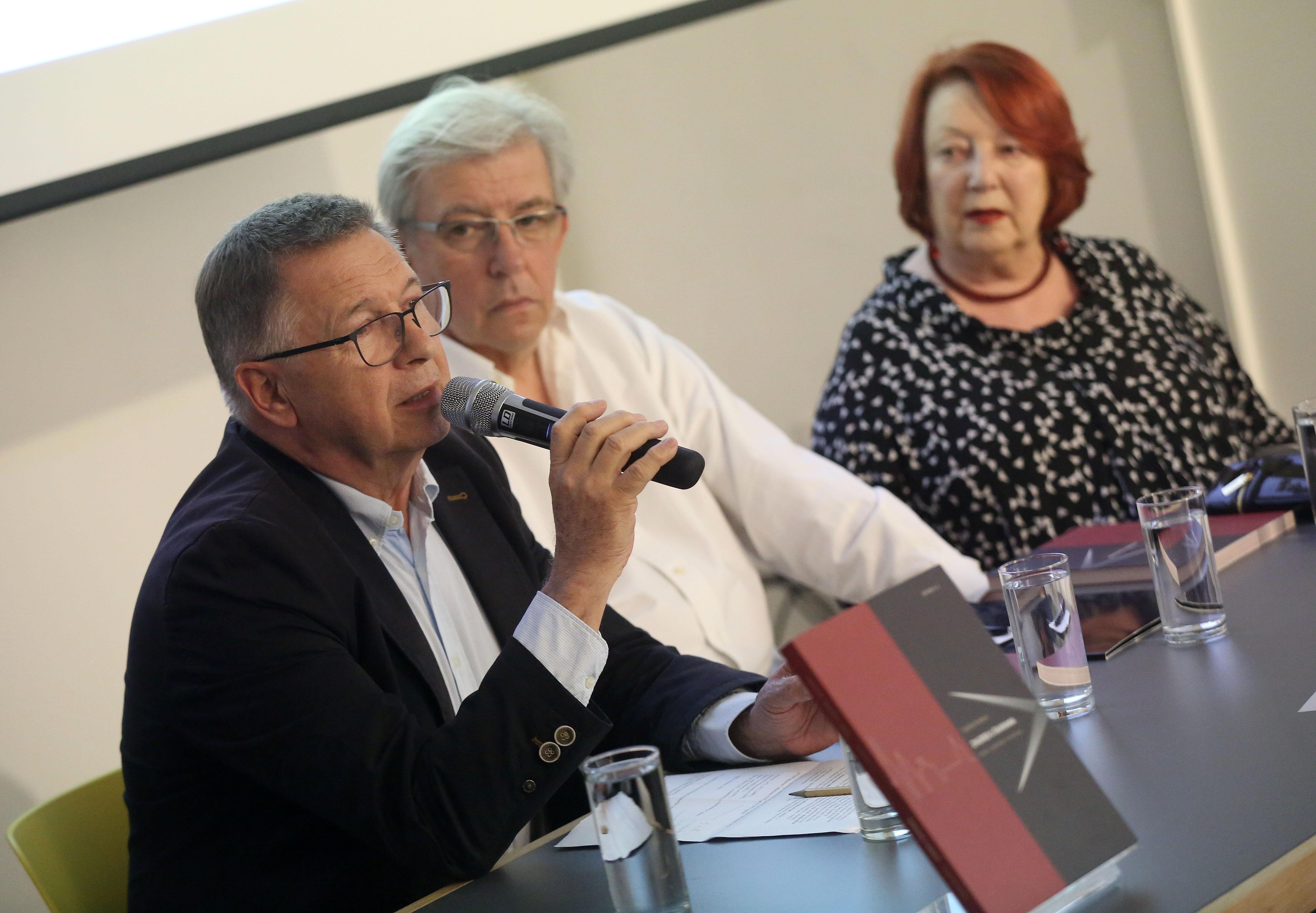 """Predstavljena nova knjiga Snješke Knežević """"Zagreb u škarama"""""""