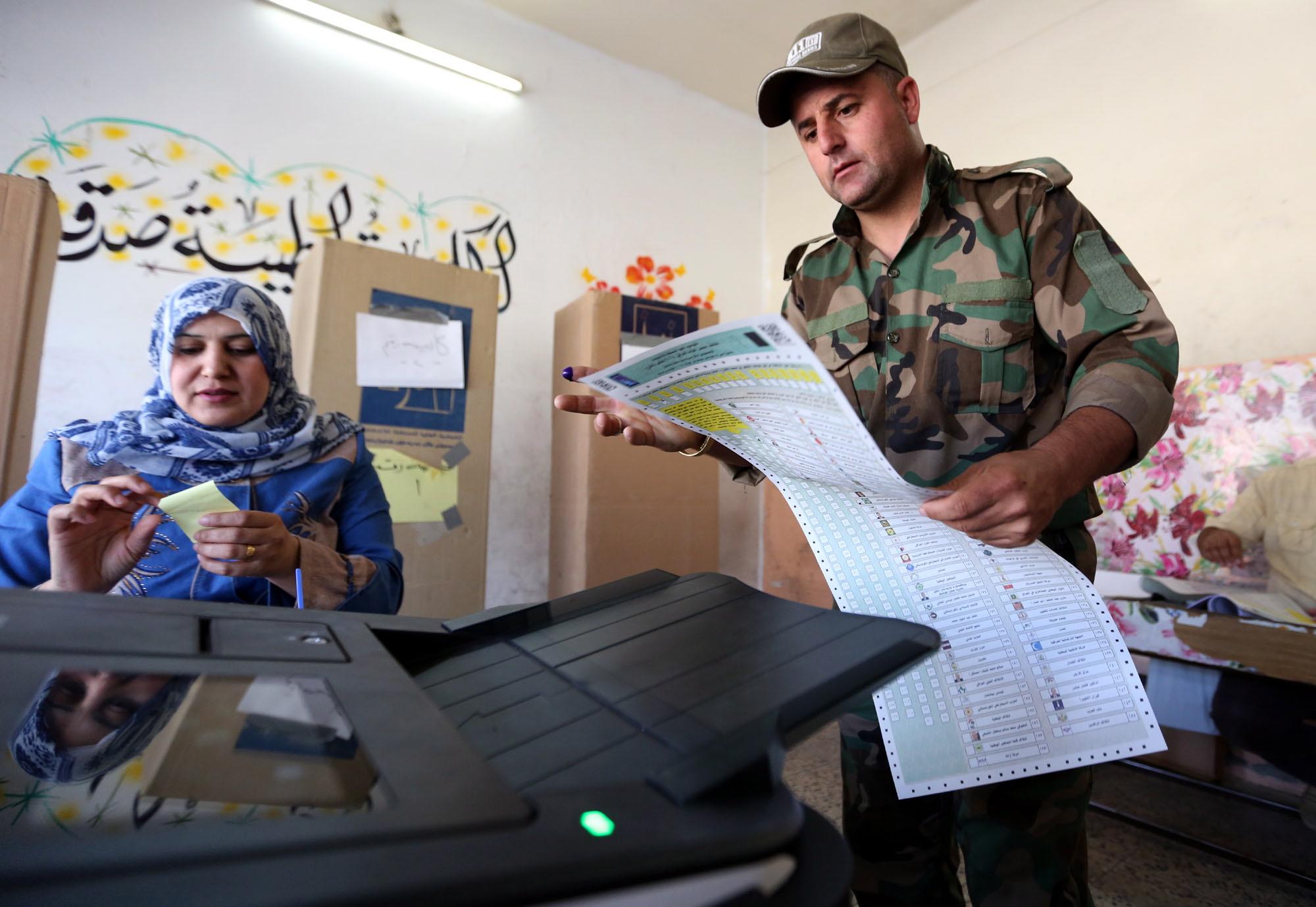 BAGDAD Zbog požara u skladištu glasačkih listića uhićena trojica policajaca i članova izbornog povjerenstva