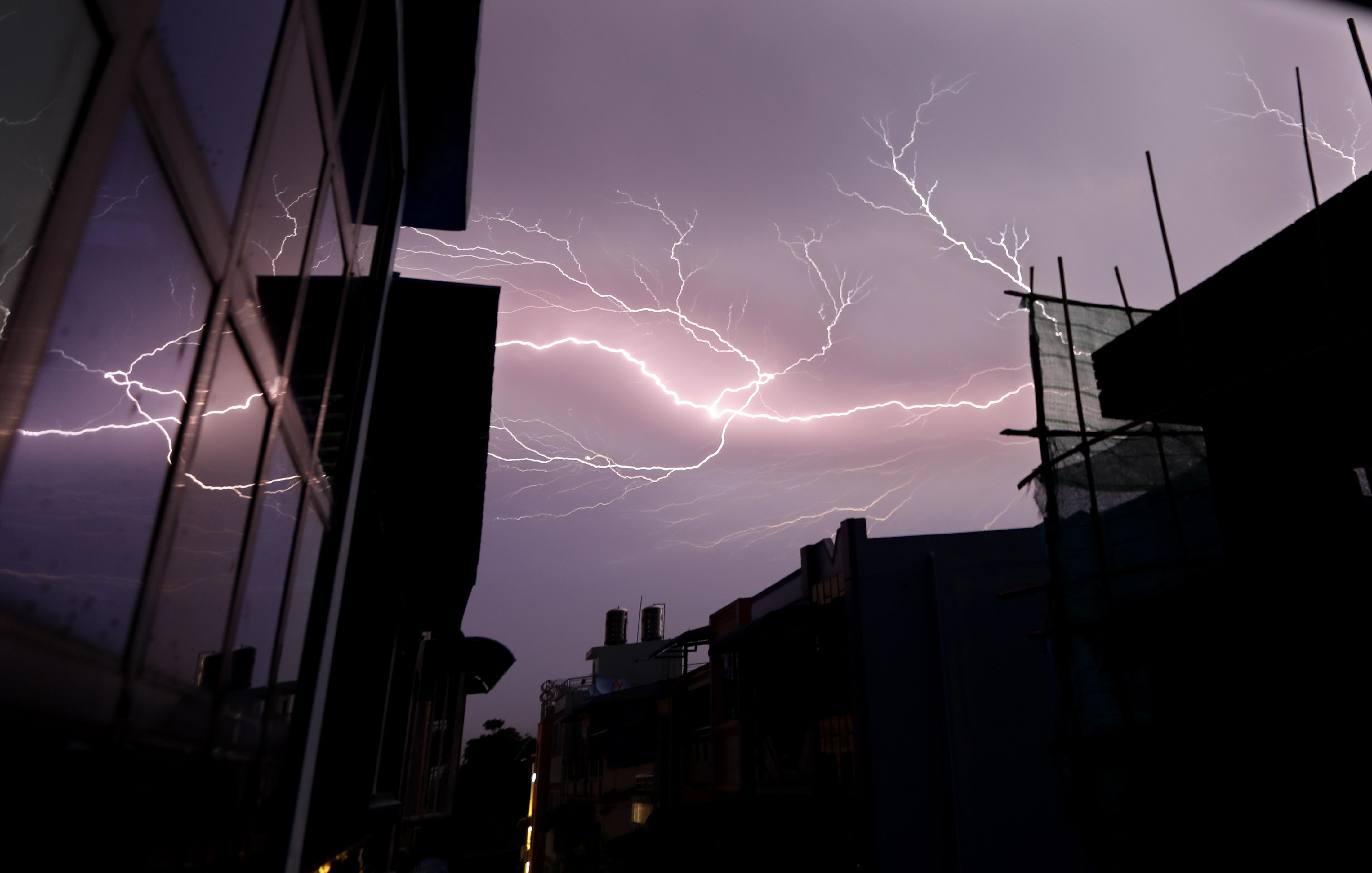 Oluja sa spektakularnim munjama pogodila dijelove Velike Britanije