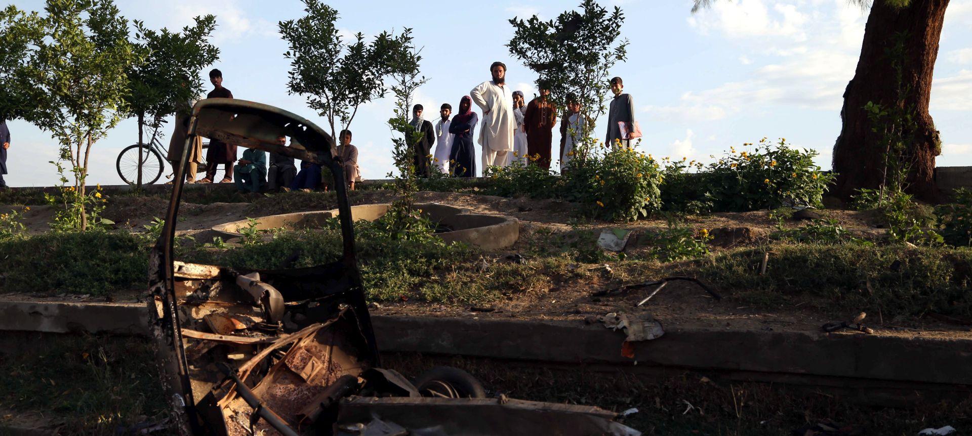 Pet mrtvih i 30 ozlijeđenih u eksploziji minibusa na jugu Afganistana