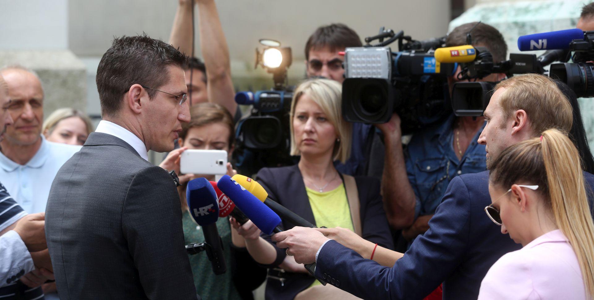 Narod odlučuje predaje zahtjev za raspisivanje referenduma