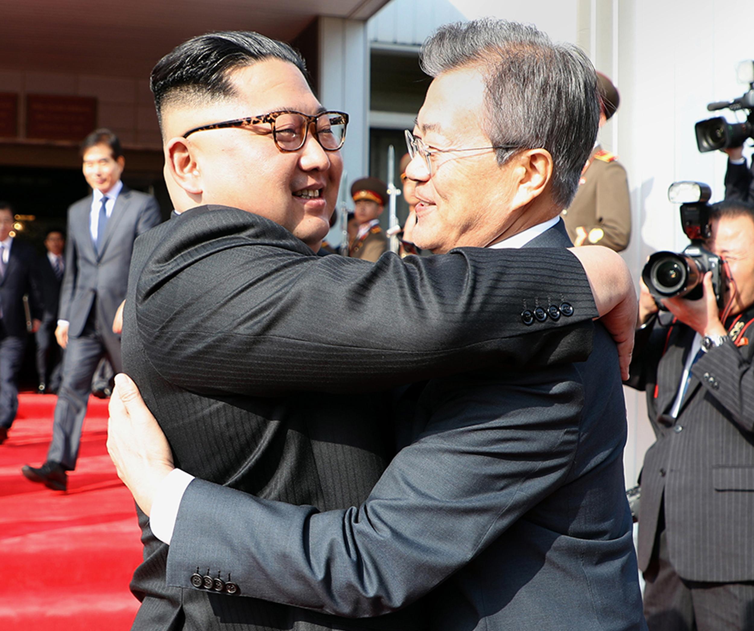 Iznenada se sastali Moon i Kim