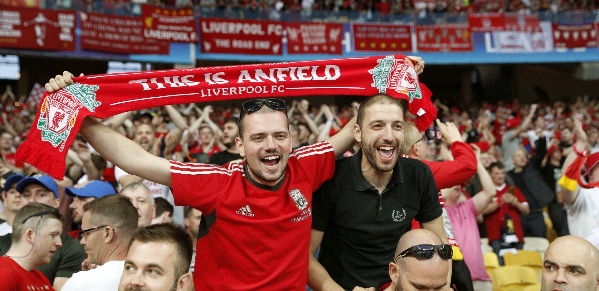 VIDEO: Navijači 'Redsa' u sjajnoj atmosferi čekaju finale