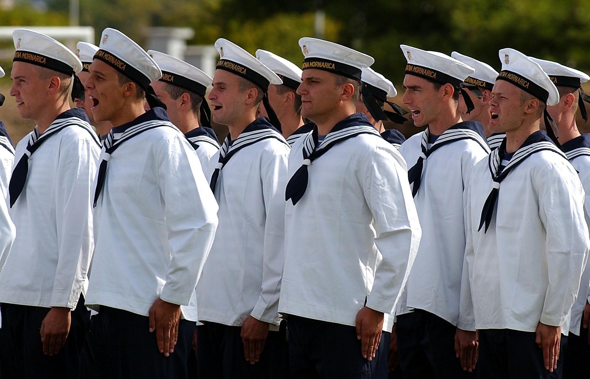 MORH potpisao ugovore s 300 vojnika i mornara