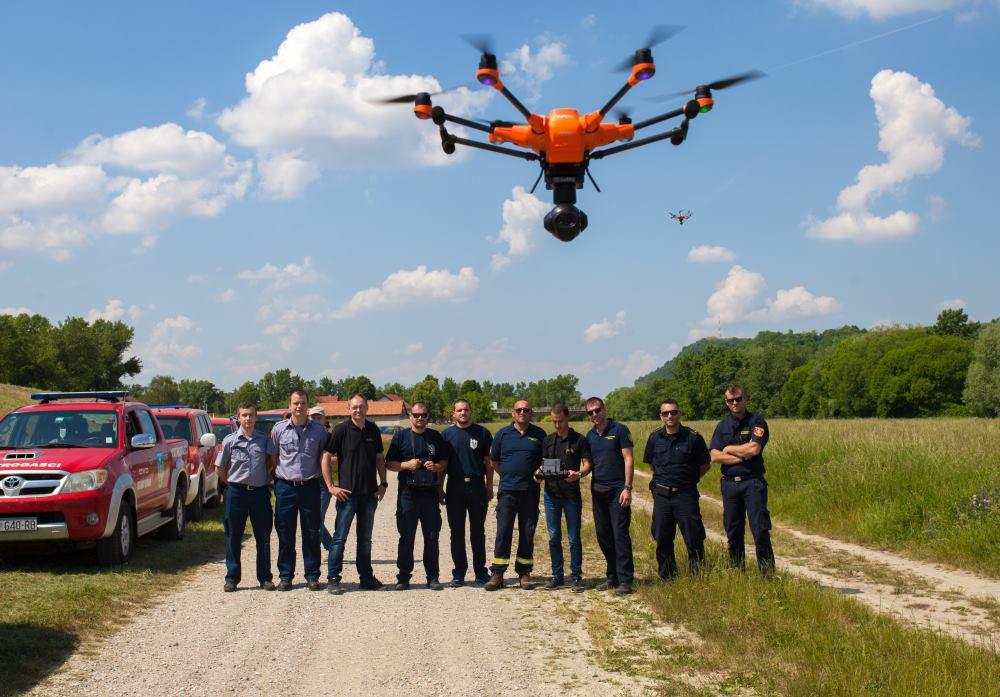 TELE2 Vatrogasnim društvima održana edukacija o upravljanju dronovima