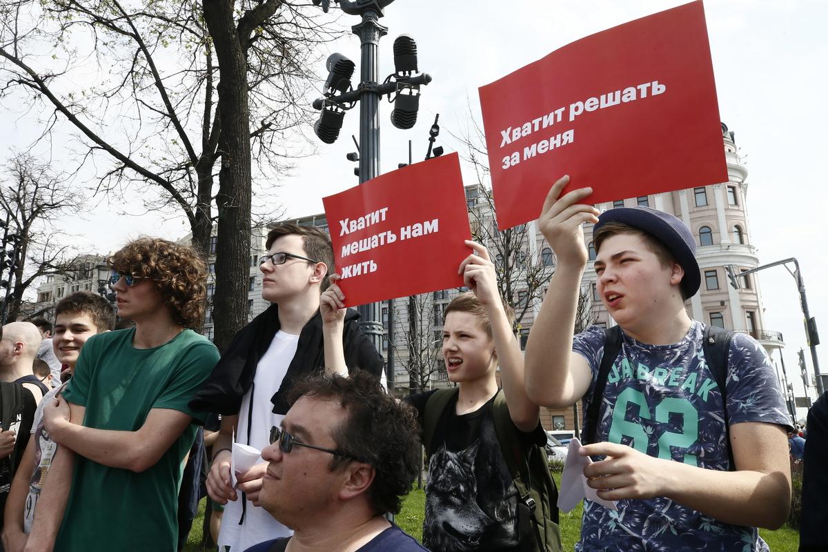 Privedeno više od 300 prosvjednika protiv Putina