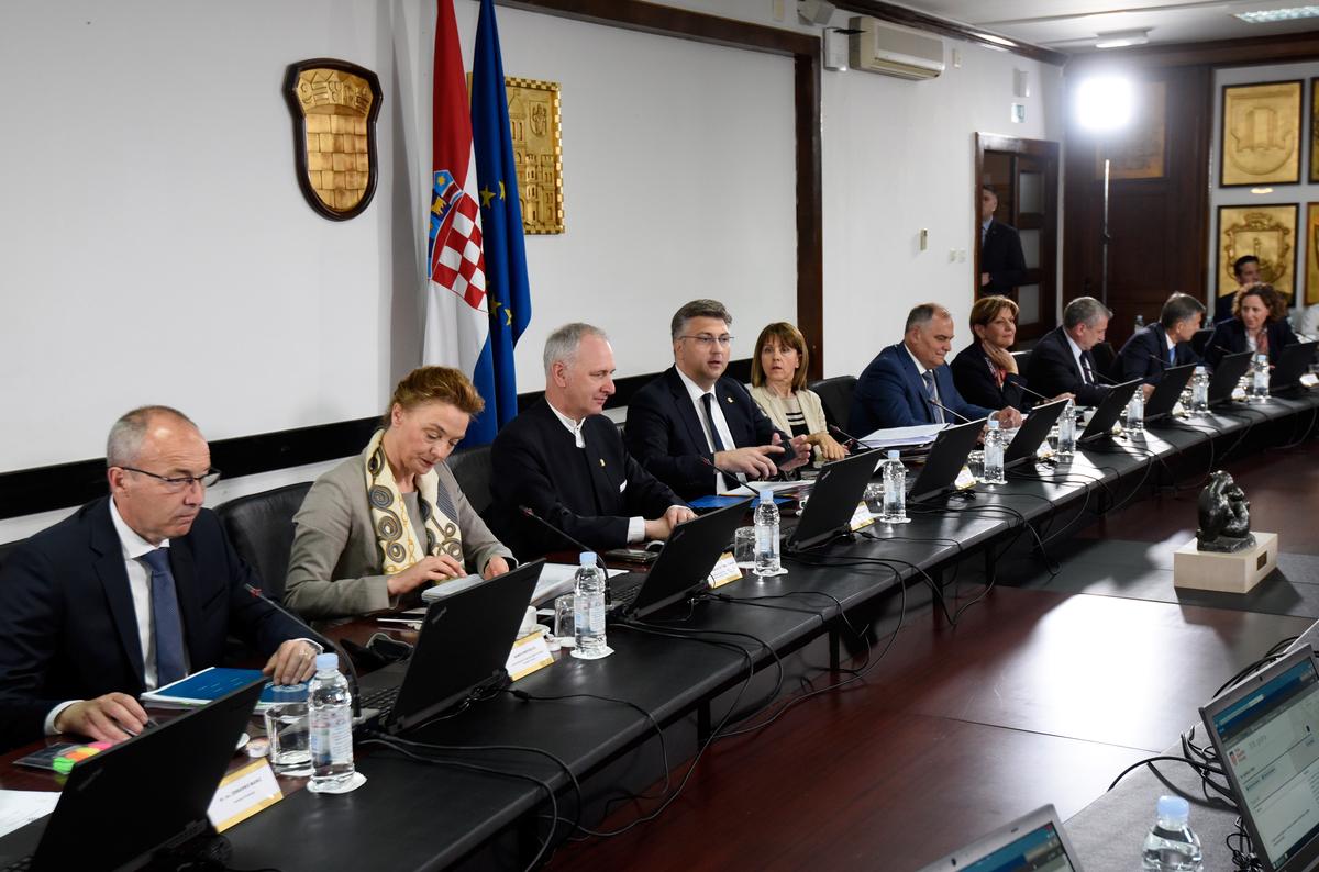 """VLADA """"Potpora za tri infrastrukturna projekta na splitskom području vrijedna gotovo tri milijarde kuna"""""""