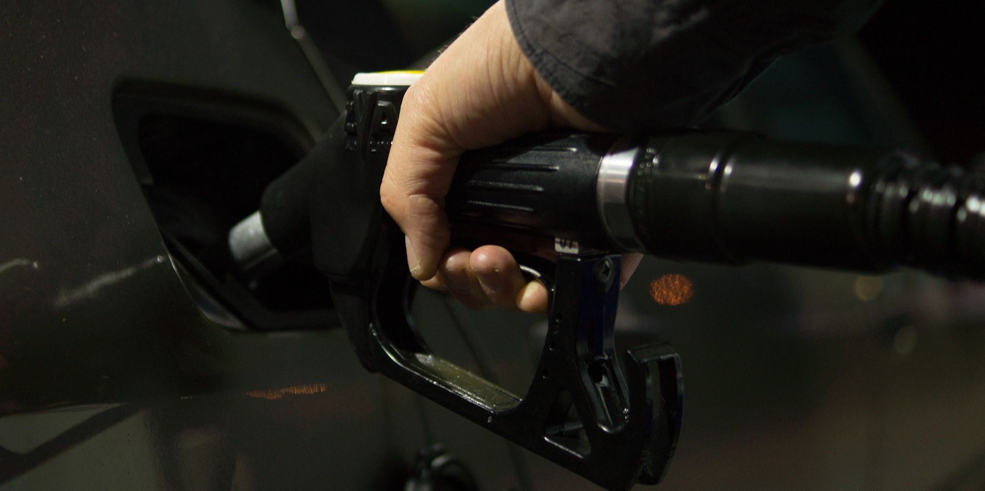 Od ponoći benzin skuplji za još 12 lipa, a dizel za 16 lipa