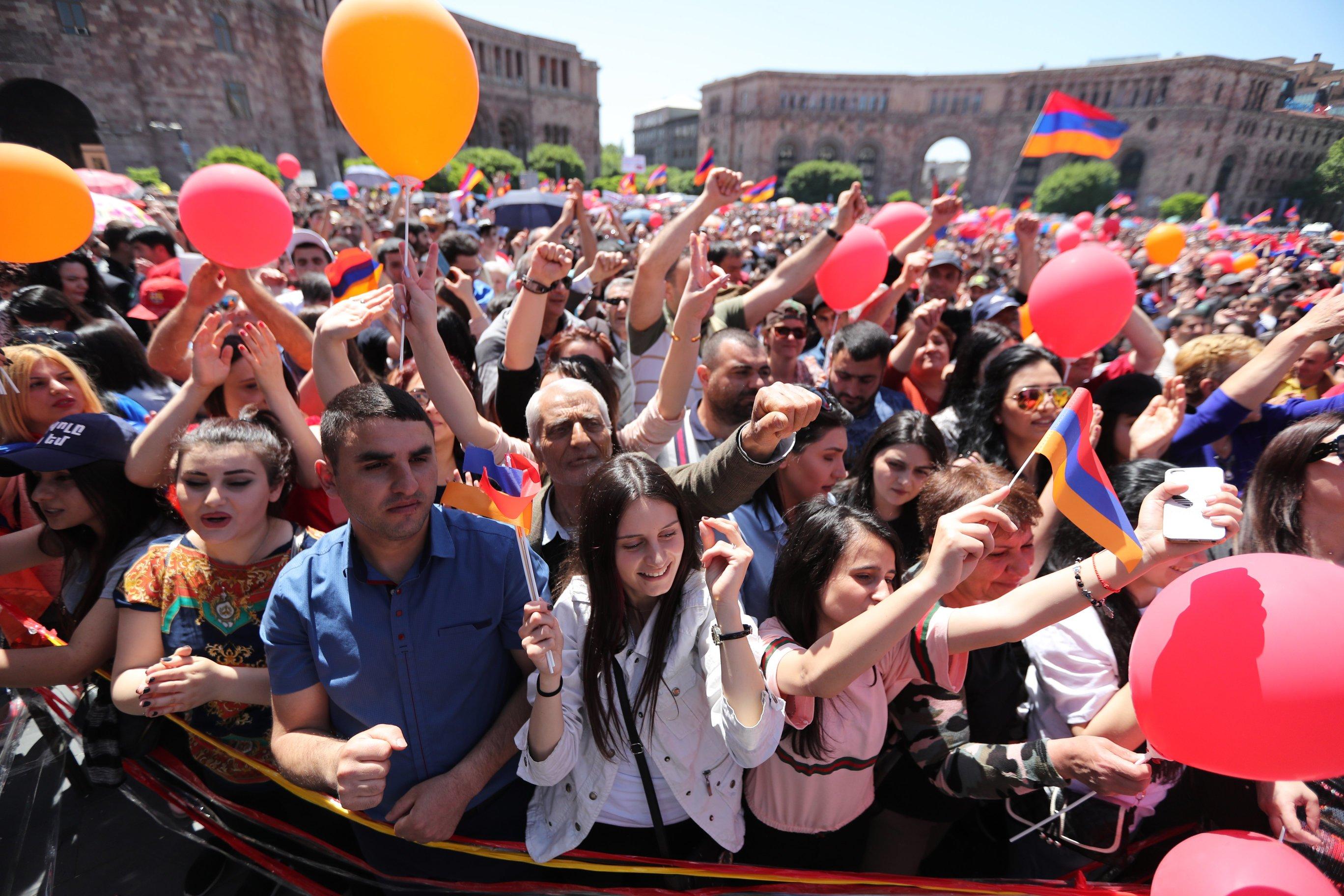 """Armenski vođa prosvjeda poručio eliti: """"Odstupite ili vas čeka cunami!"""""""