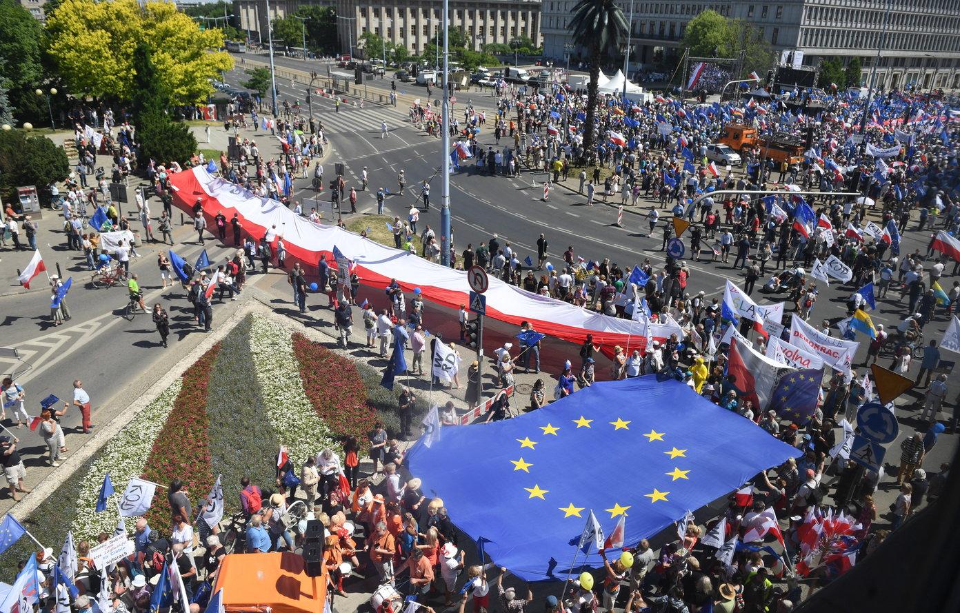 Poljaci prosvjedovali protiv vladajućih konzervativaca