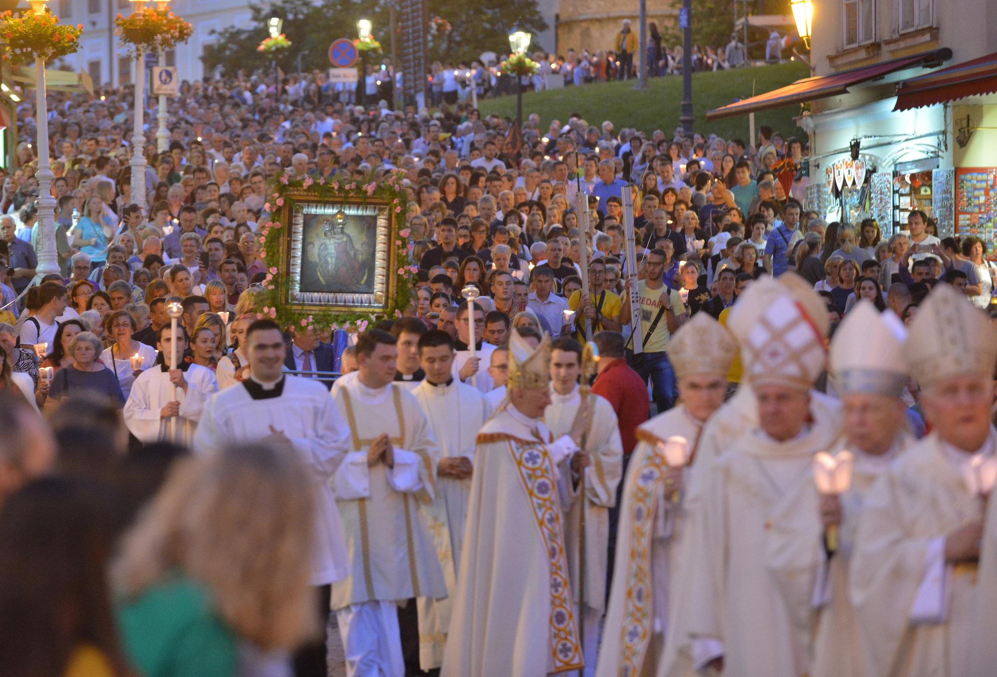 BLAGDAN JE VELIKE GOSPE Tisuće hodočasnika u marijanskim svetištima