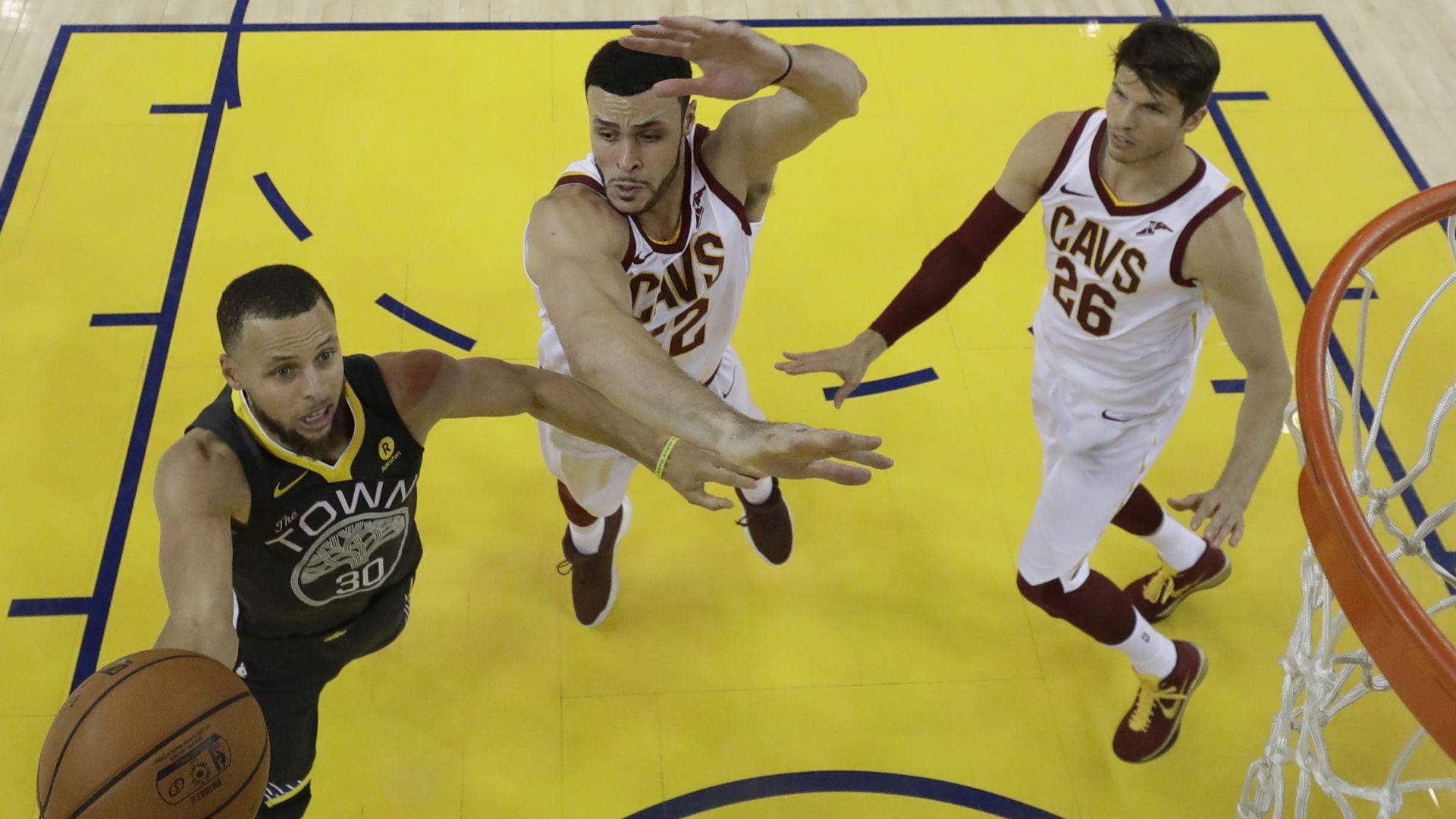 NBA Golden State poveo 2-0 uz rekord Currya u tricama