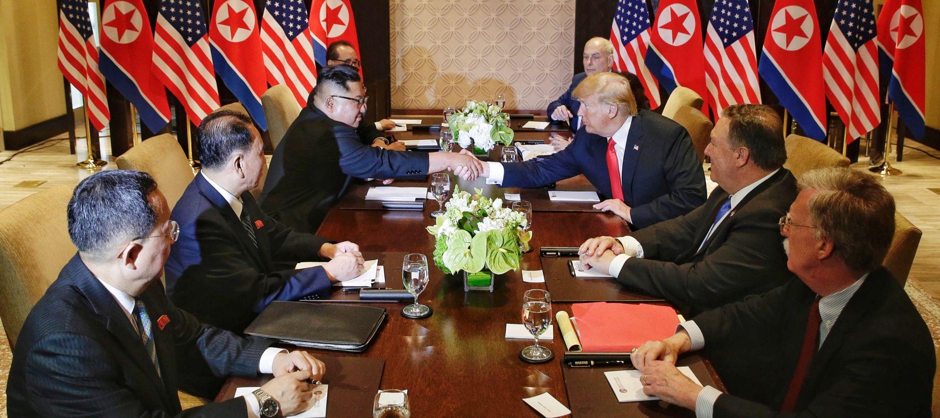 Trump i Kim potpisali dokument zasad nepoznata sadržaja
