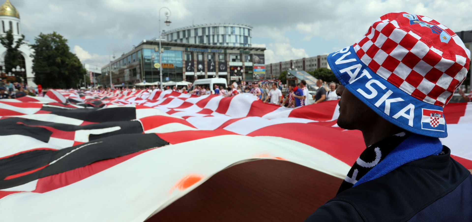 FOTO: Hrvati 'ogrnuli' Kalinjingrad ogromnom zastavom