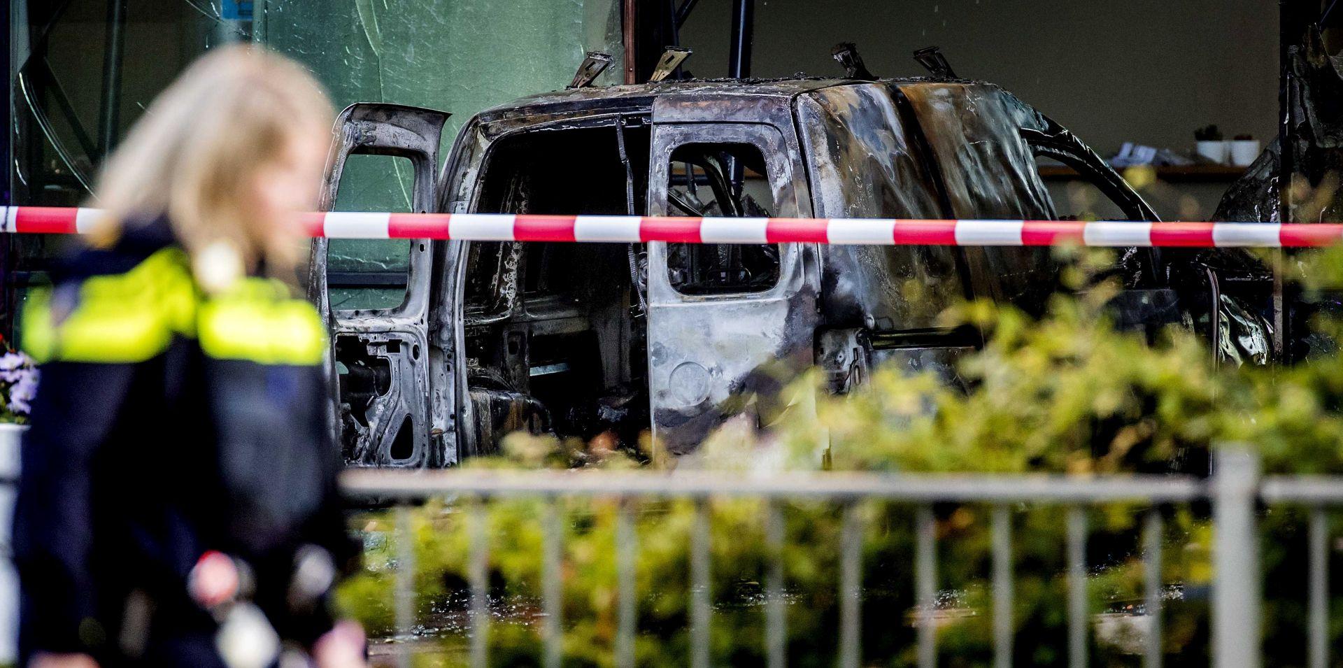Kombi se zabio u pročelje ureda nizozemskog lista De Telegraaf