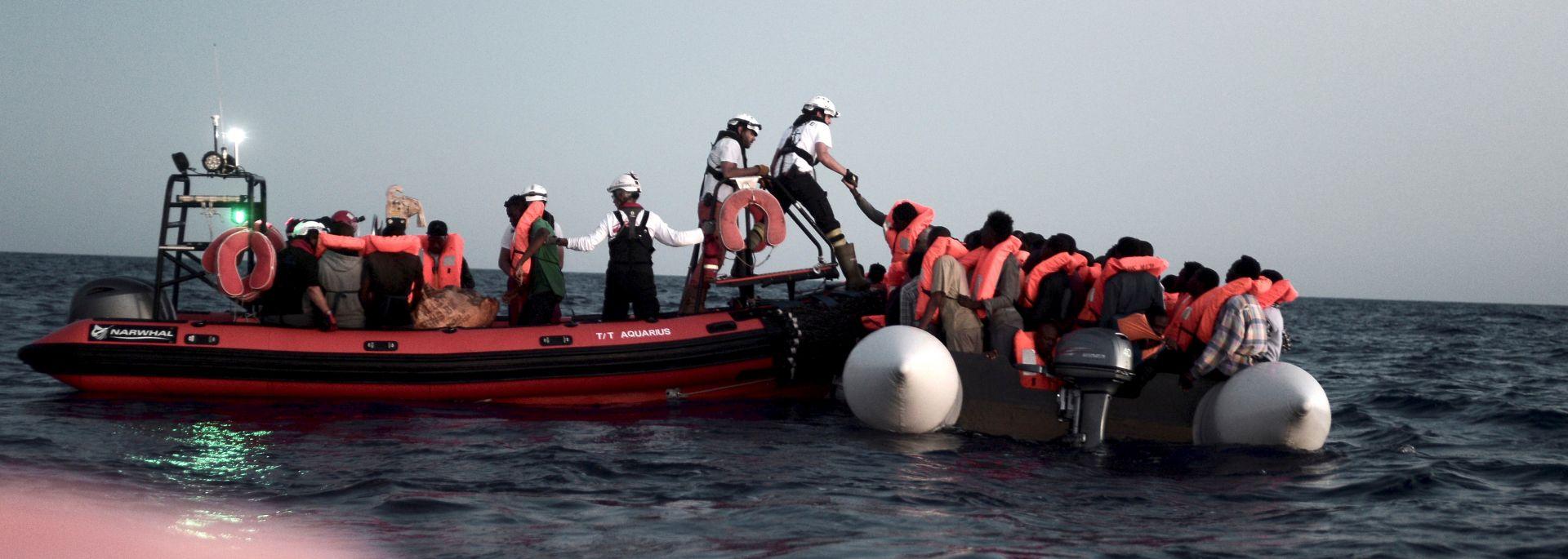 Na putu do Španjolske četiri migranta poginula i 700 spašenih