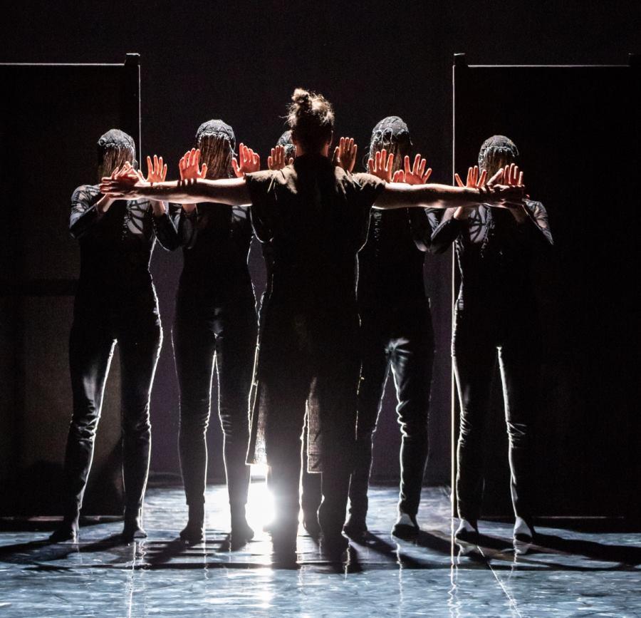 FOTO: Bitef Dance Company izveo plesnu predstavu 'Macbeth' na terasi tvrđave Revelin